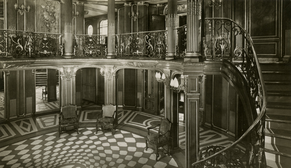 """A propos du """"luxe"""" du Titanic... - Page 2 First_Class_Grand_Foyer_and_staircase_of_the_SS_France_of_1912"""