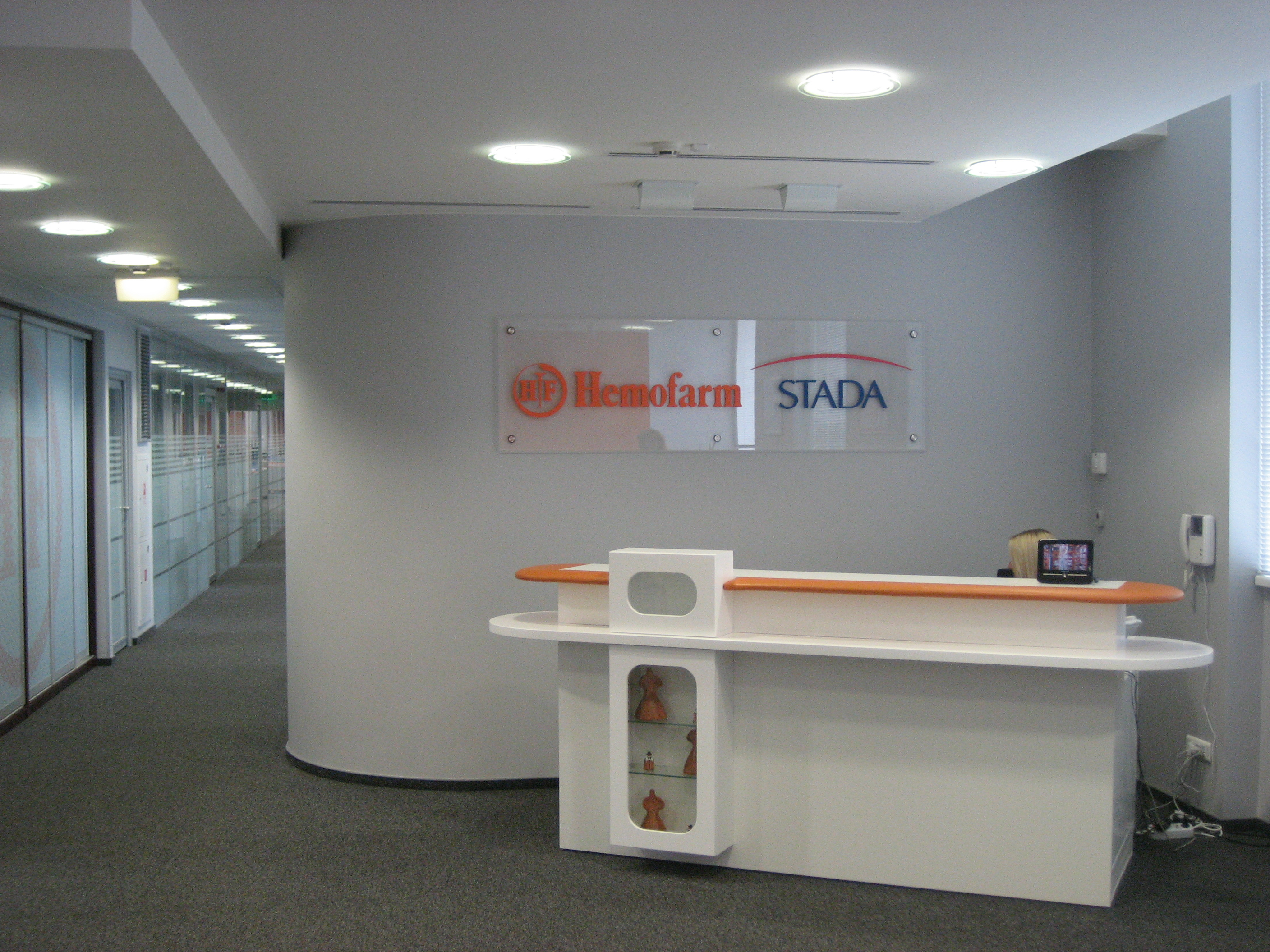 File hemofarm moscow office reception wikimedia for Bureau reception
