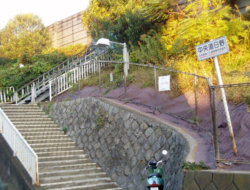 https://upload.wikimedia.org/wikipedia/commons/3/3d/Hino_001.jpg