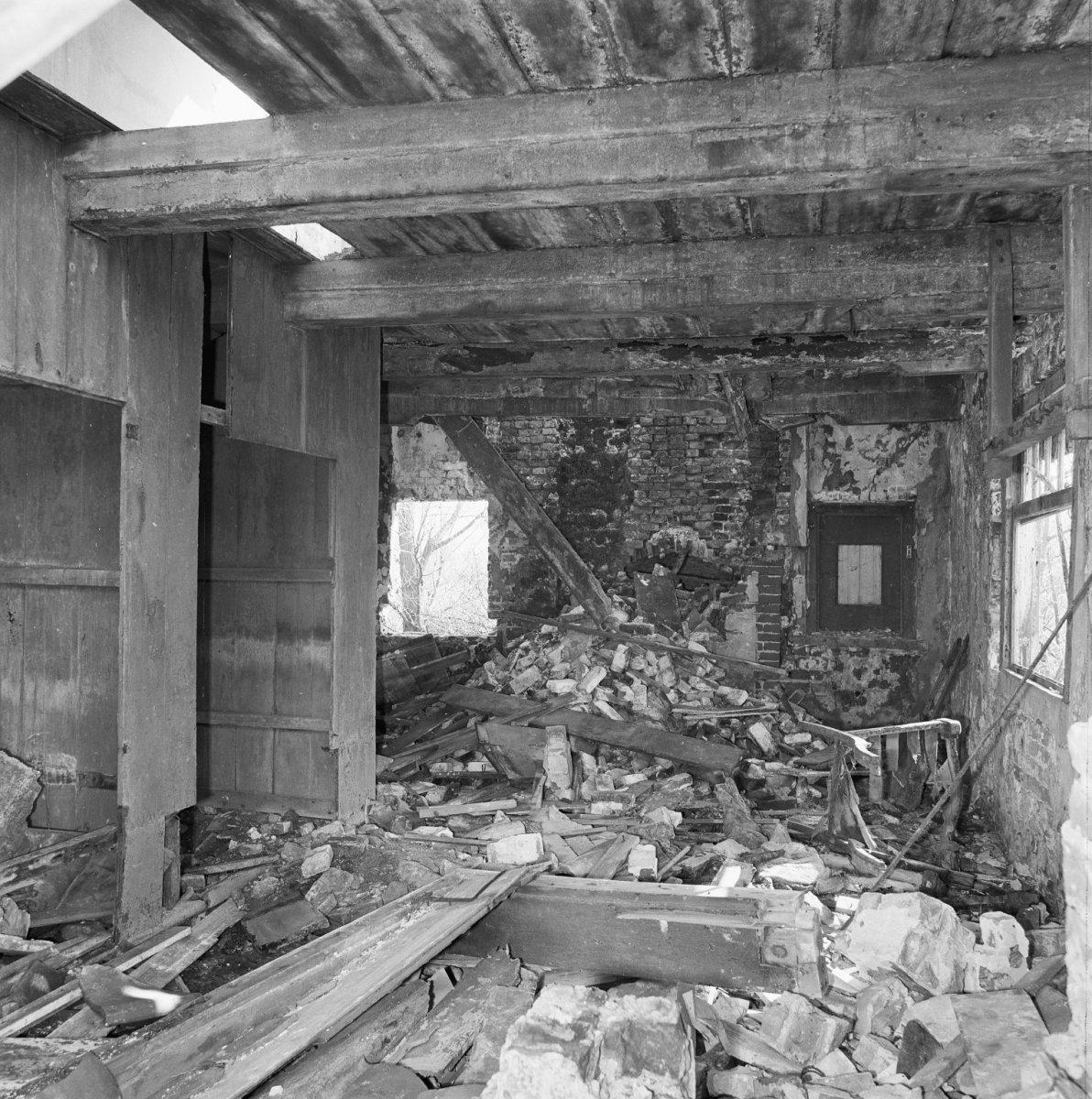 File interieur van boerderij in verval ravage in for Boerderij interieur