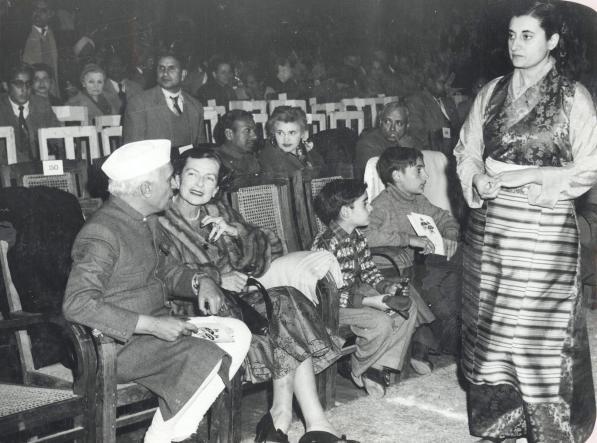 File:Jawaharlal Nehru with Indira, Rajiv and Sanjay Gandhi (01).jpg