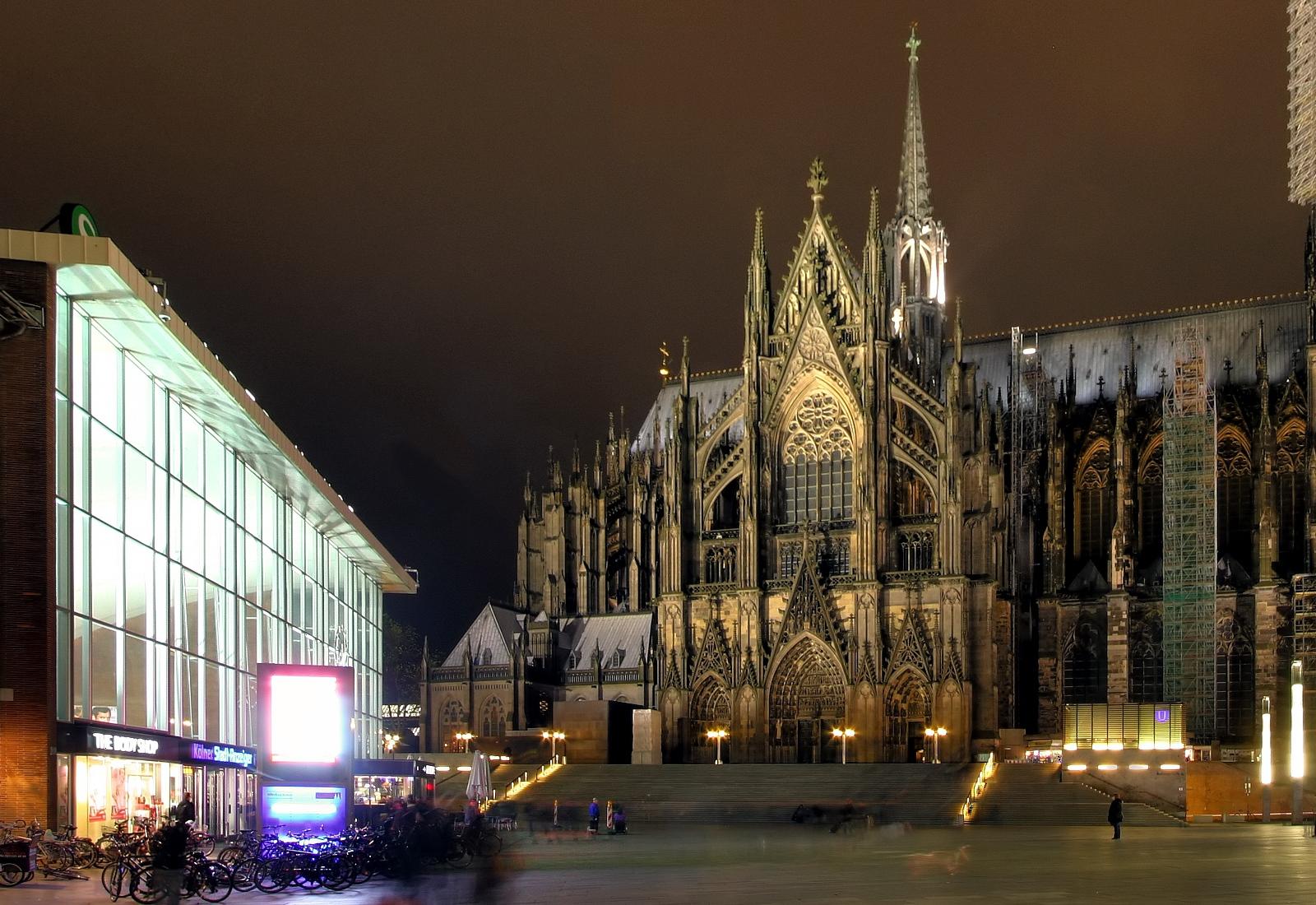 Datei Kolner Dom Nordseite Und Bahnhofsvorplatz Bei Nacht Ausschnitt 8117 19 Jpg Wikipedia