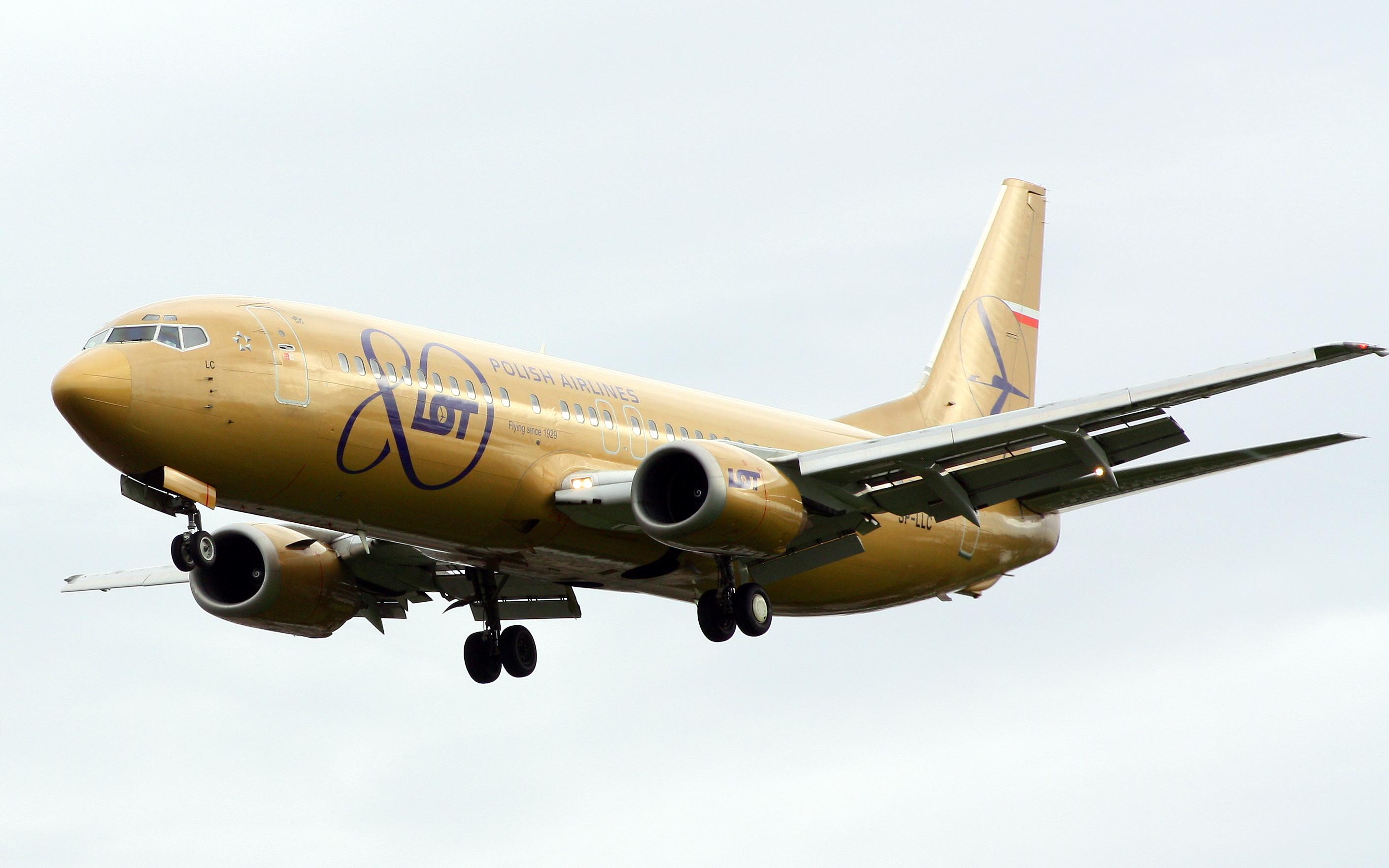 file lot polish airlines boeing 737 400 sp llc golden livery jpg