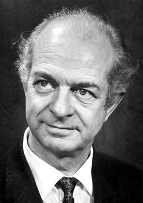 Linus Pauling in 1962