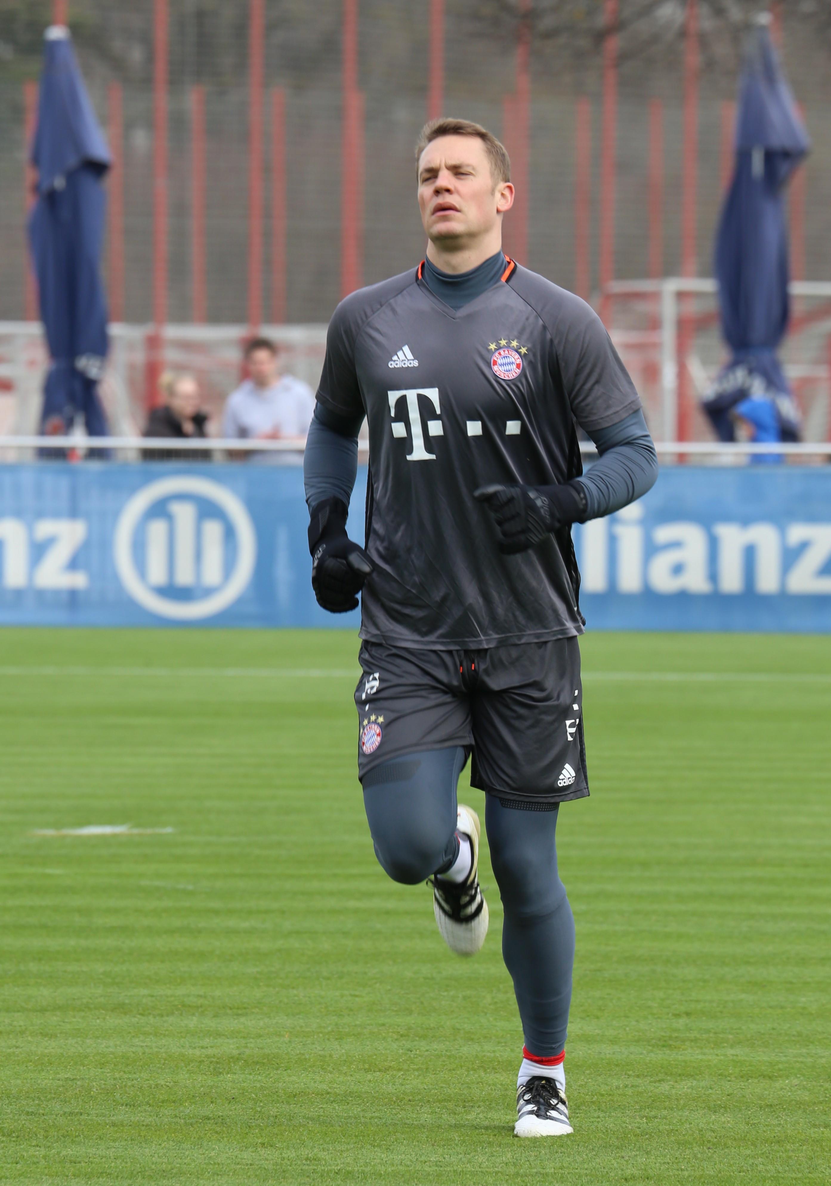 Manuel Neuer Training 2017-03 FC Bayern Muenchen-2.jpg