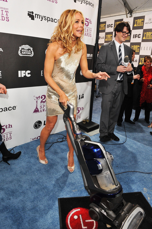 file maria bello with the lg electronics kompressor vacuum
