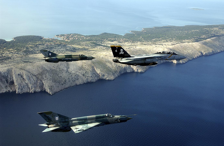 MiG-21bis&F-14B-Croatia-2002-1