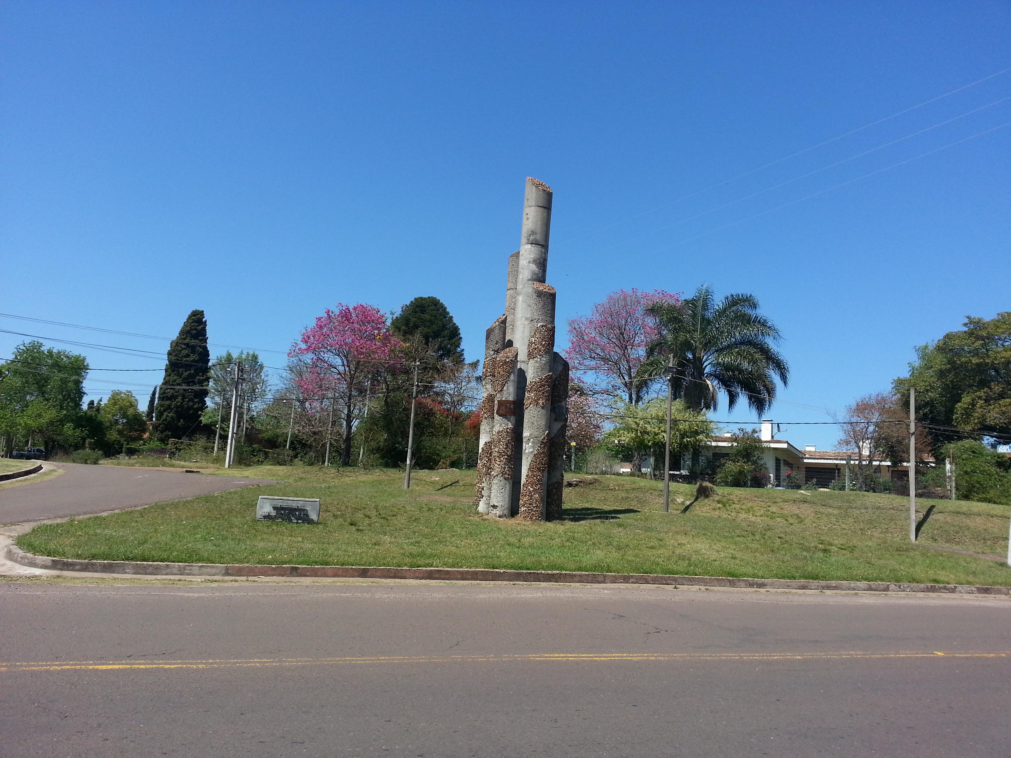 Monumento a Víctor Lima creado por el artista Juan Martínez (Salto)