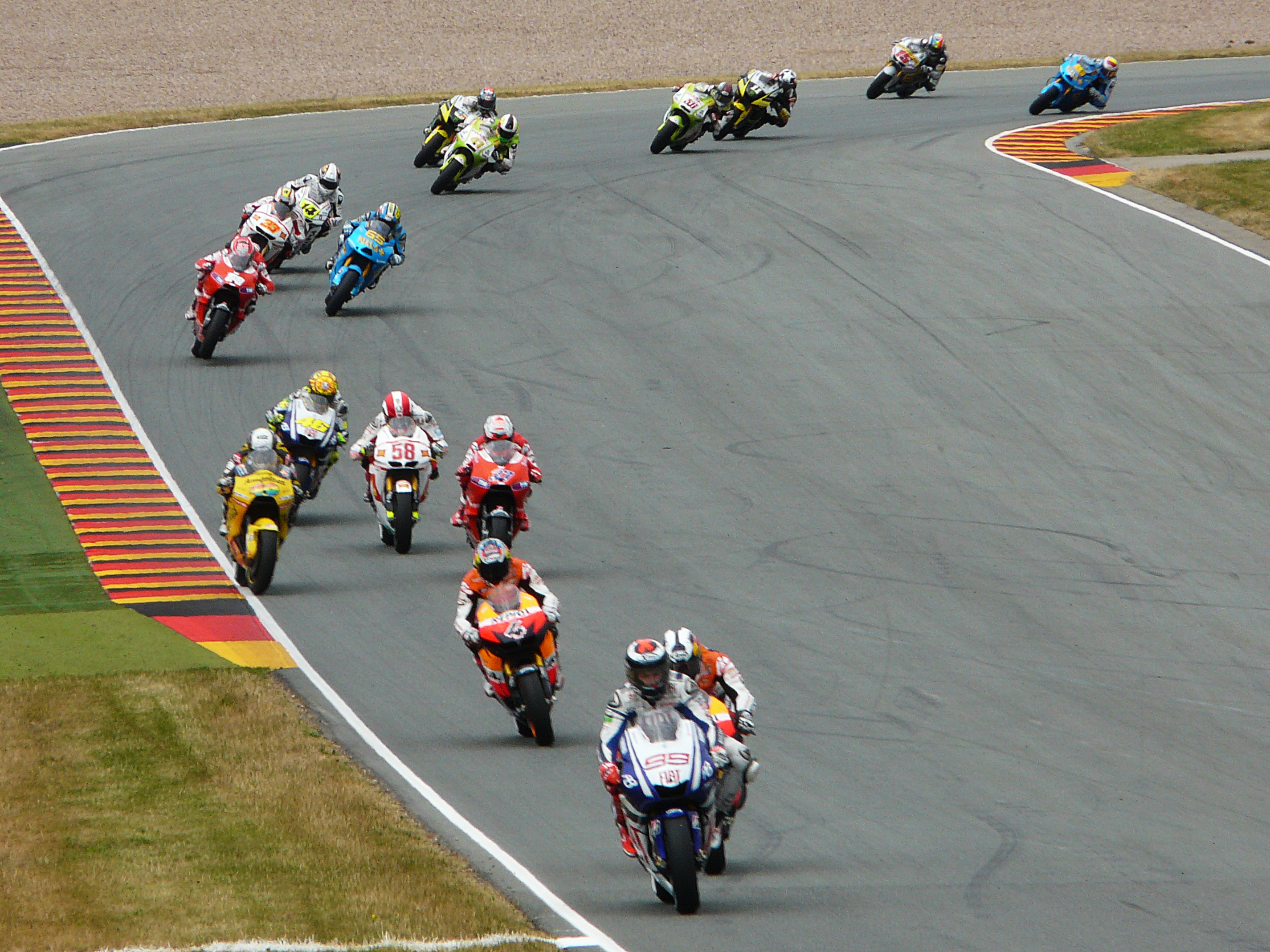 Circuito Sachsenring : Jonas folger en el circuito de sachsenring marca