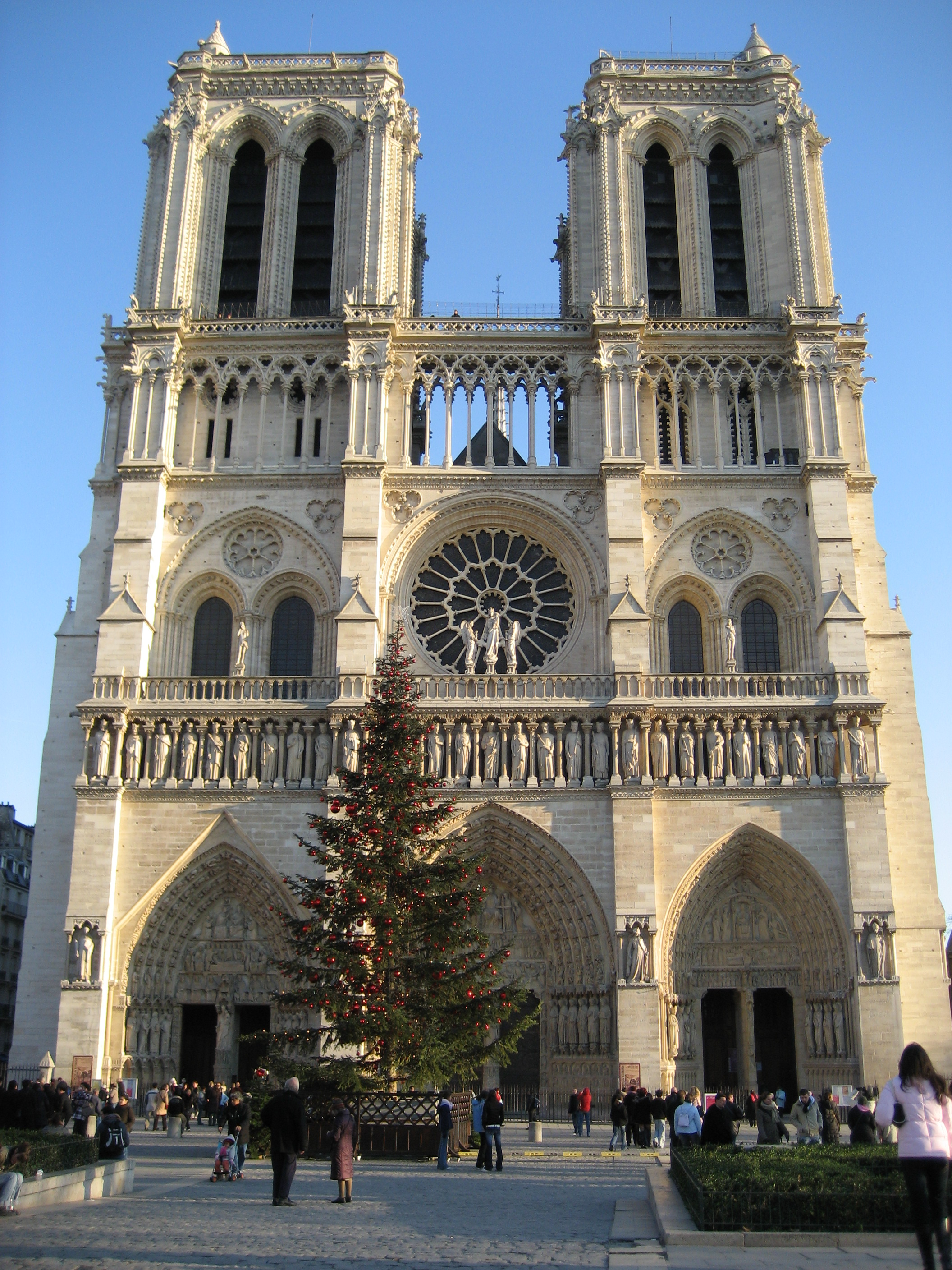 File:Notre Dame at Christmas time.JPG - Wikimedia Commons