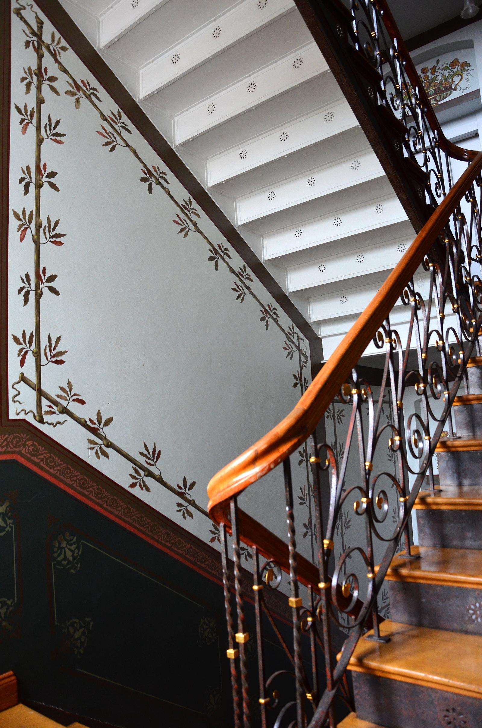 File:Overlachsches Haus, Details der Treppenhaus-Bemalung im ...