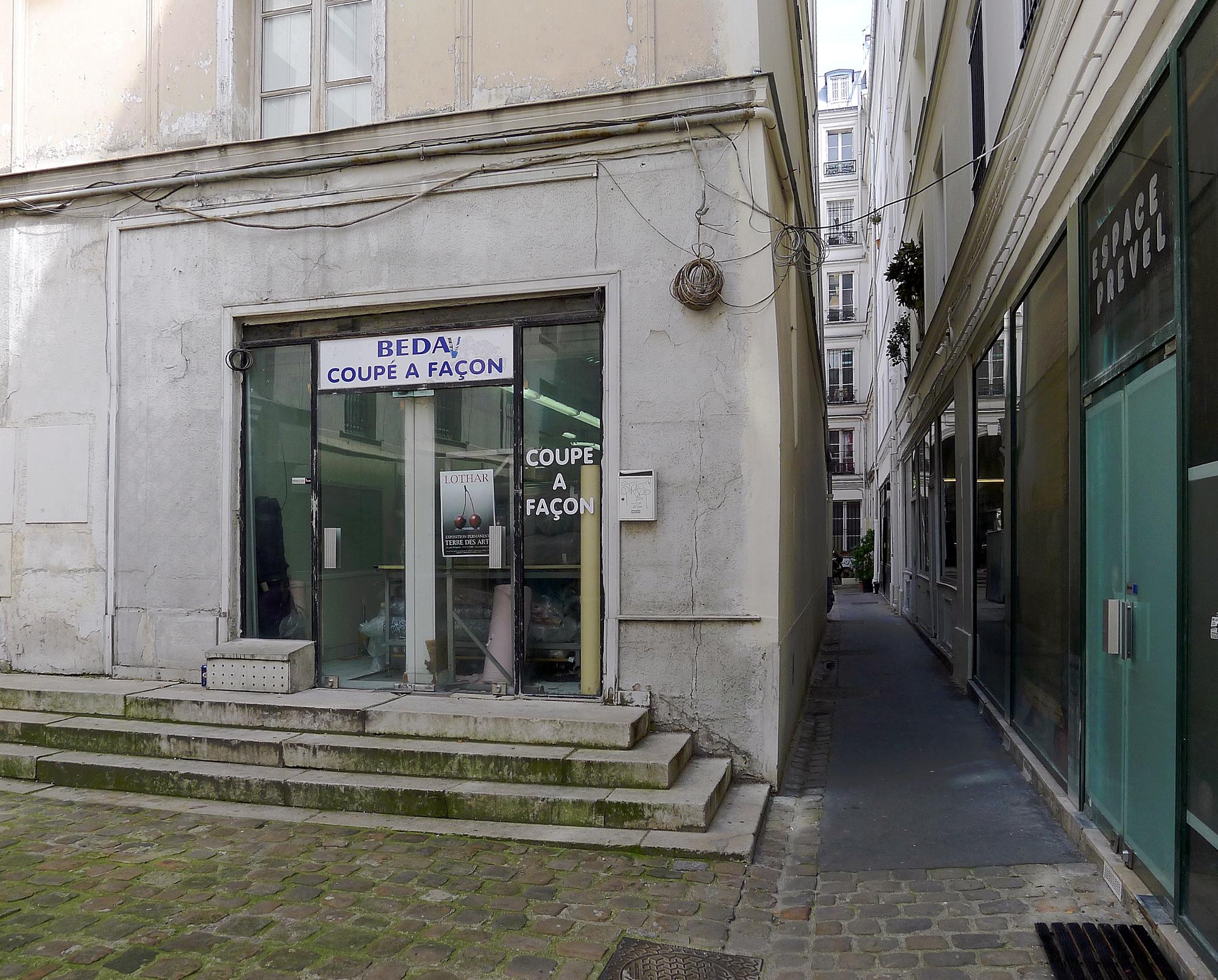 File p1100959 paris ii passage lemoine rwk jpg wikimedia - Quelle couleur pour un couloir sans fenetre ...