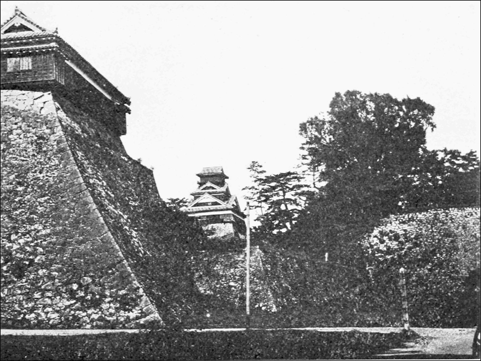 PSM V71 D039 The castle at kuamoto with uncemented masonry walls.png