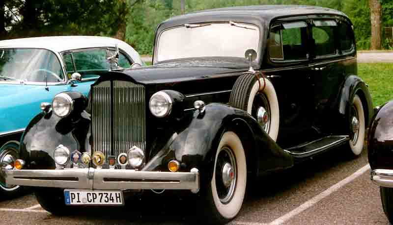 http://upload.wikimedia.org/wikipedia/commons/3/3d/Packard_Limousine_193X.jpg