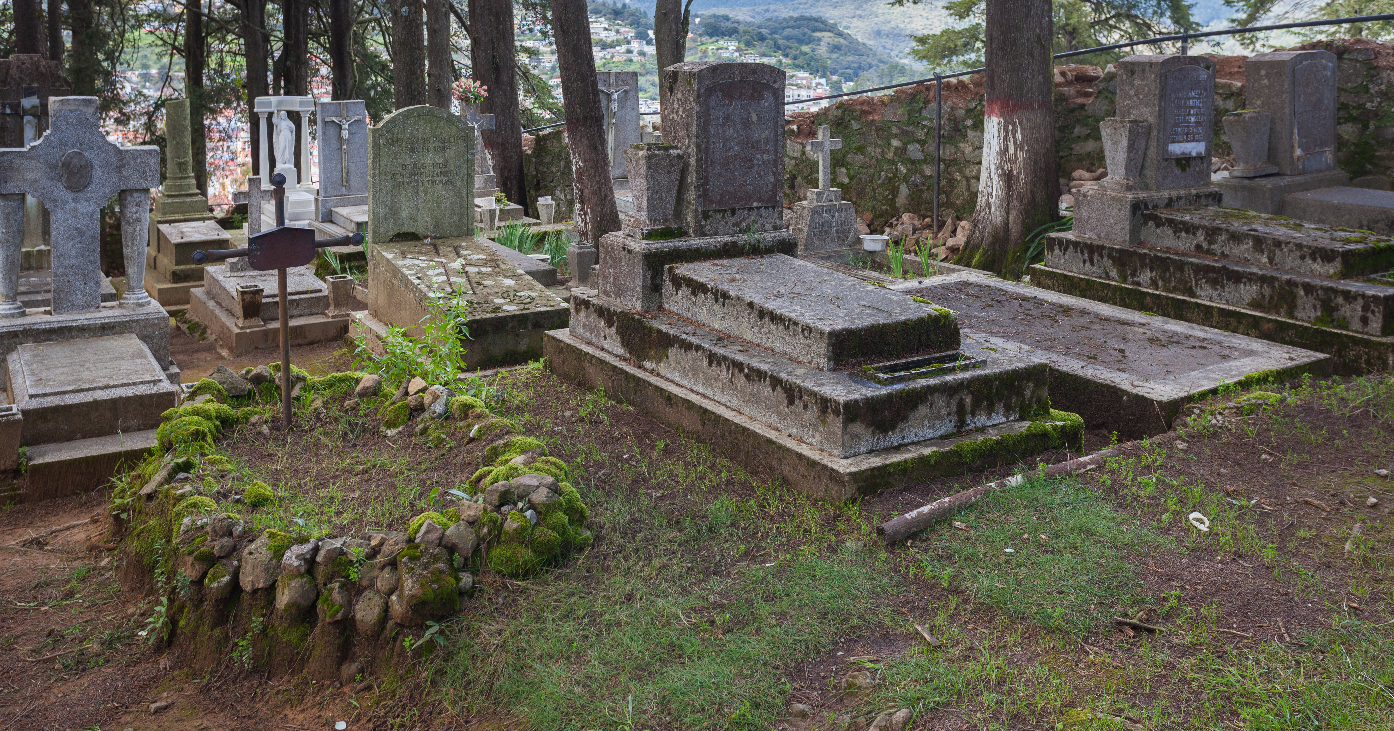 File:Panteón Inglés, Real del Monte, Hidalgo, México, 2013-10-10, DD 10.JPG -...
