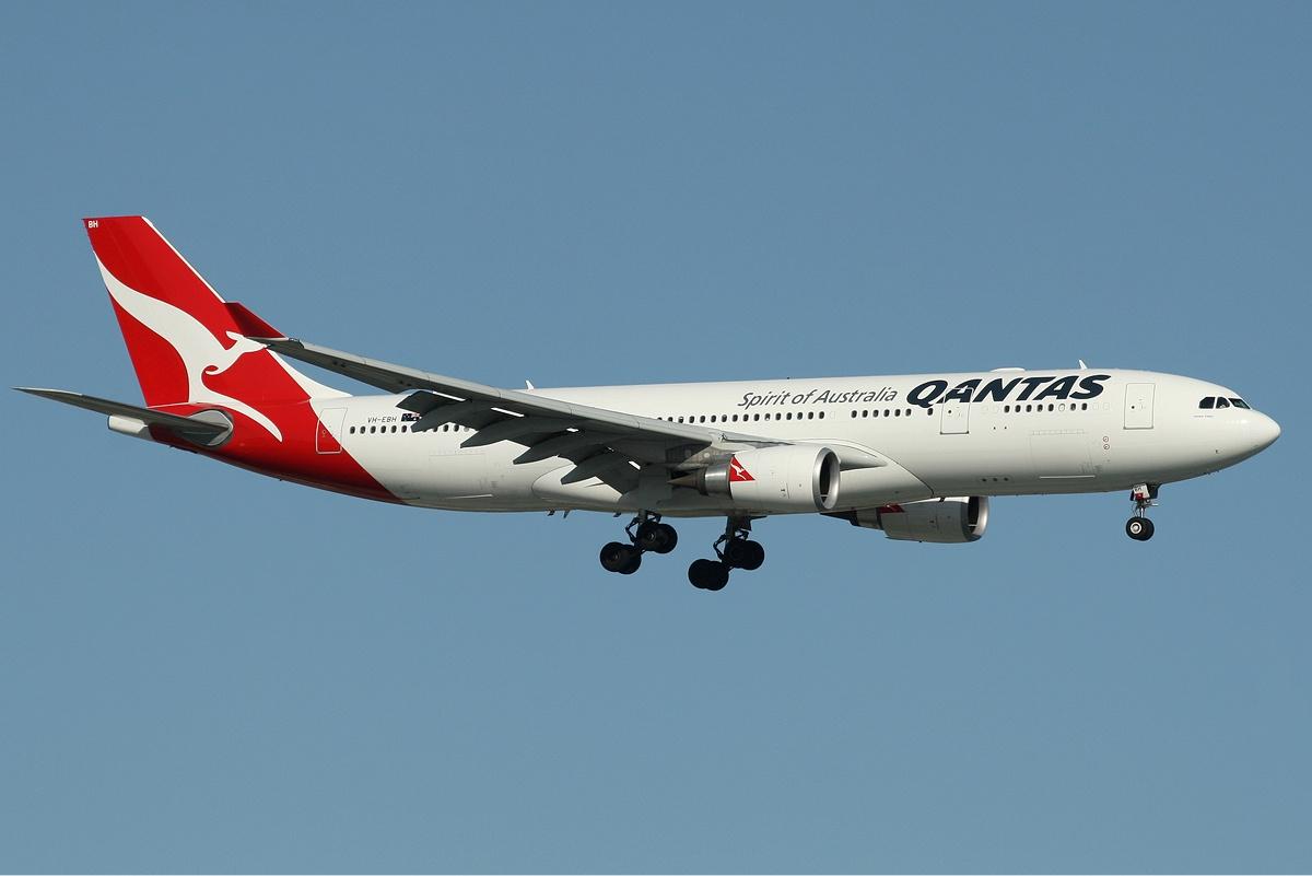 QANTAS_Airbus_A330-200_PER_Monty-1.jpg