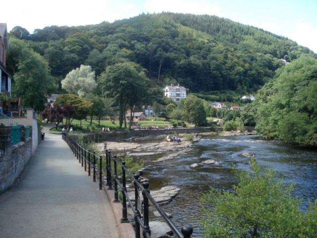 Riverside promenade - geograph.org.uk - 541826
