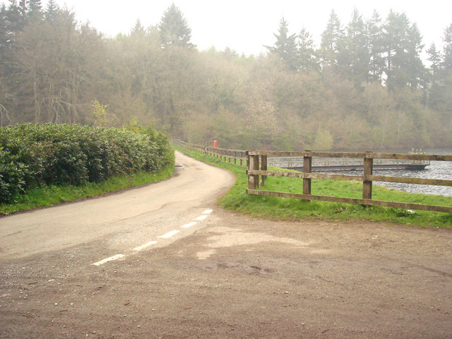 Road between Trenchford and Tottiford reservoirs - geograph.org.uk - 1259592