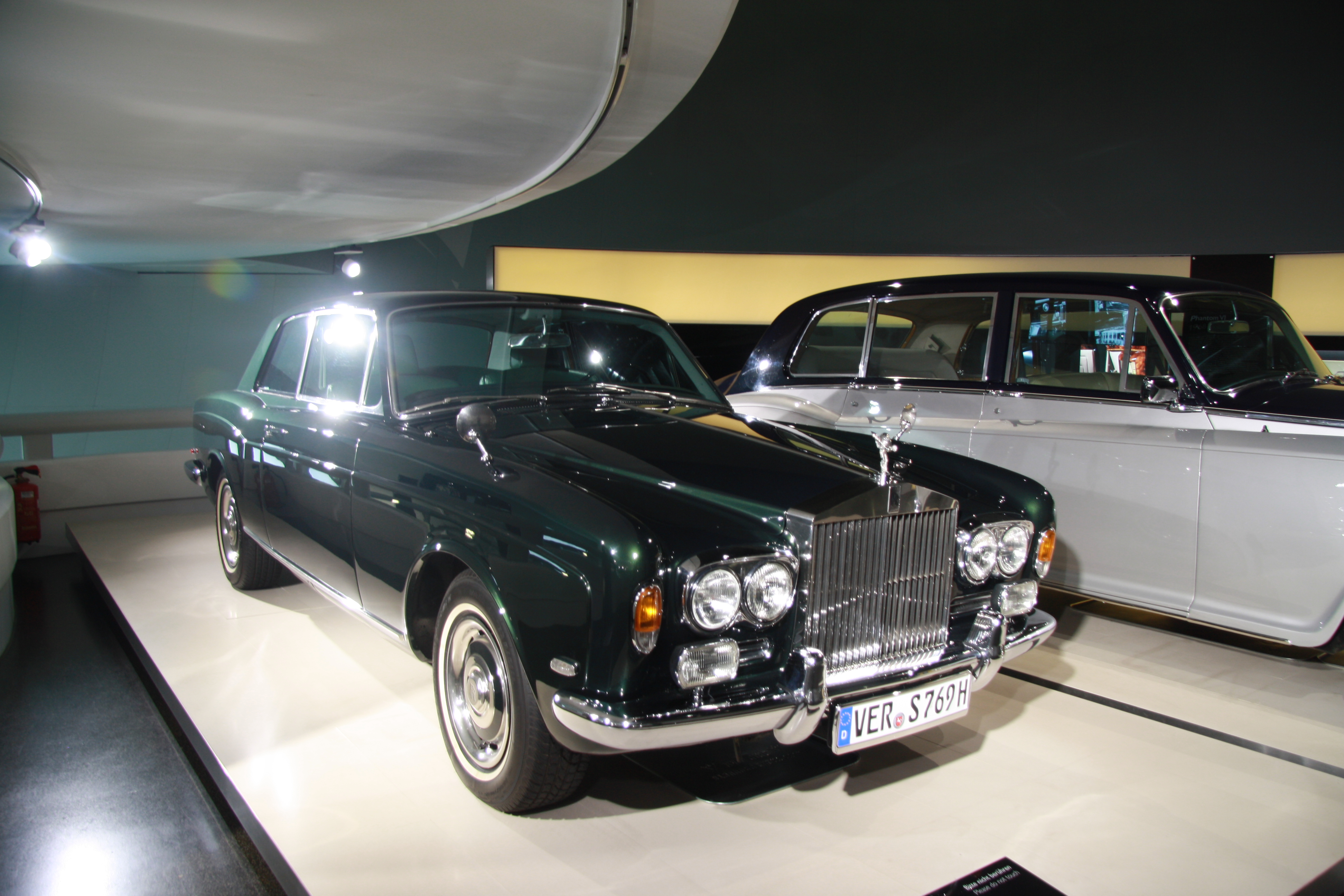 file rolls royce silver shadow in bmw museum in munich bayern jpg wikimedia commons. Black Bedroom Furniture Sets. Home Design Ideas