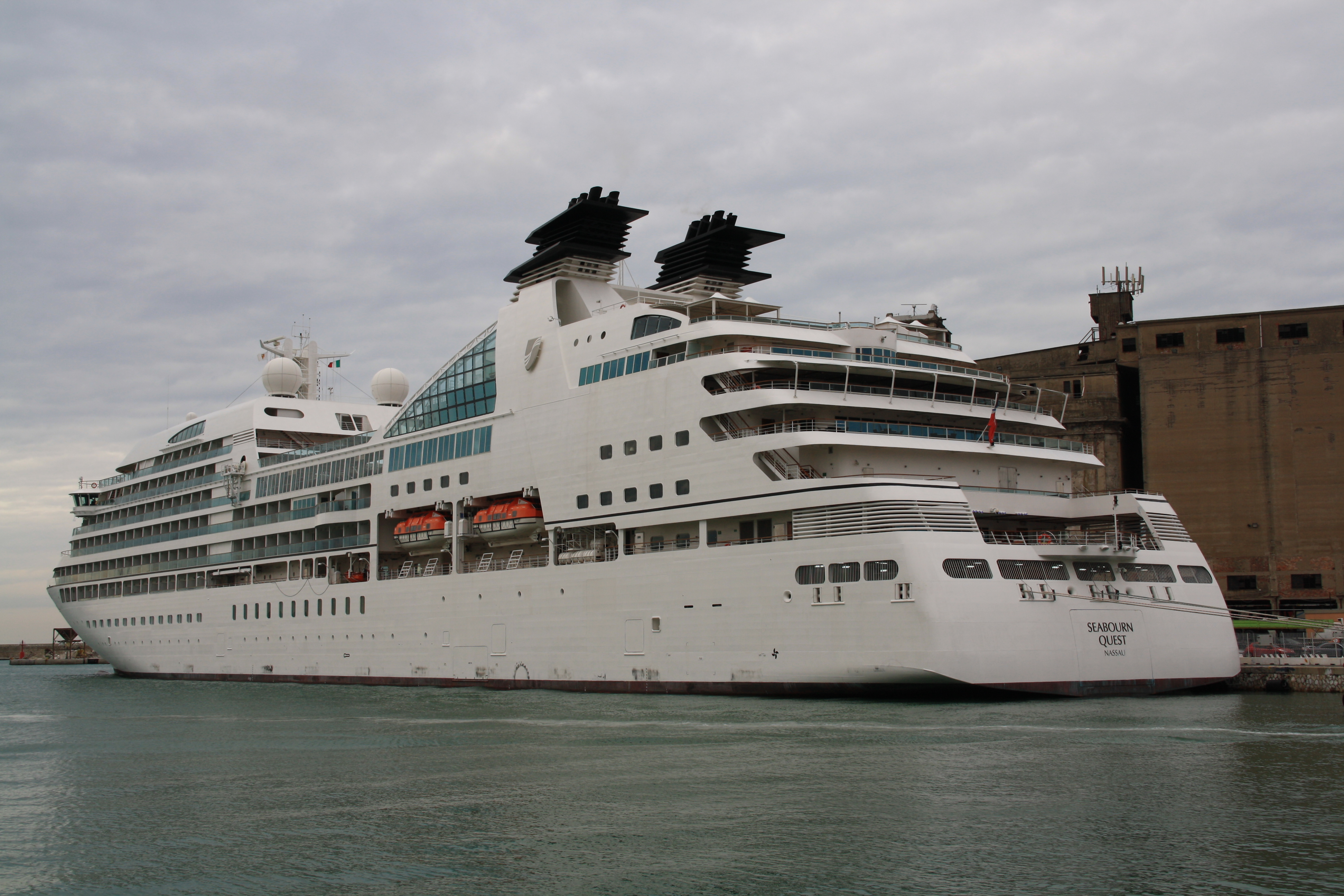 File:Seabourn Quest 01.JPG - Wikimedia Commons