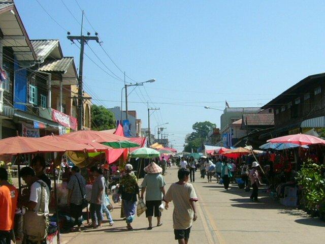 File:Si Songkhram Street market.jpg