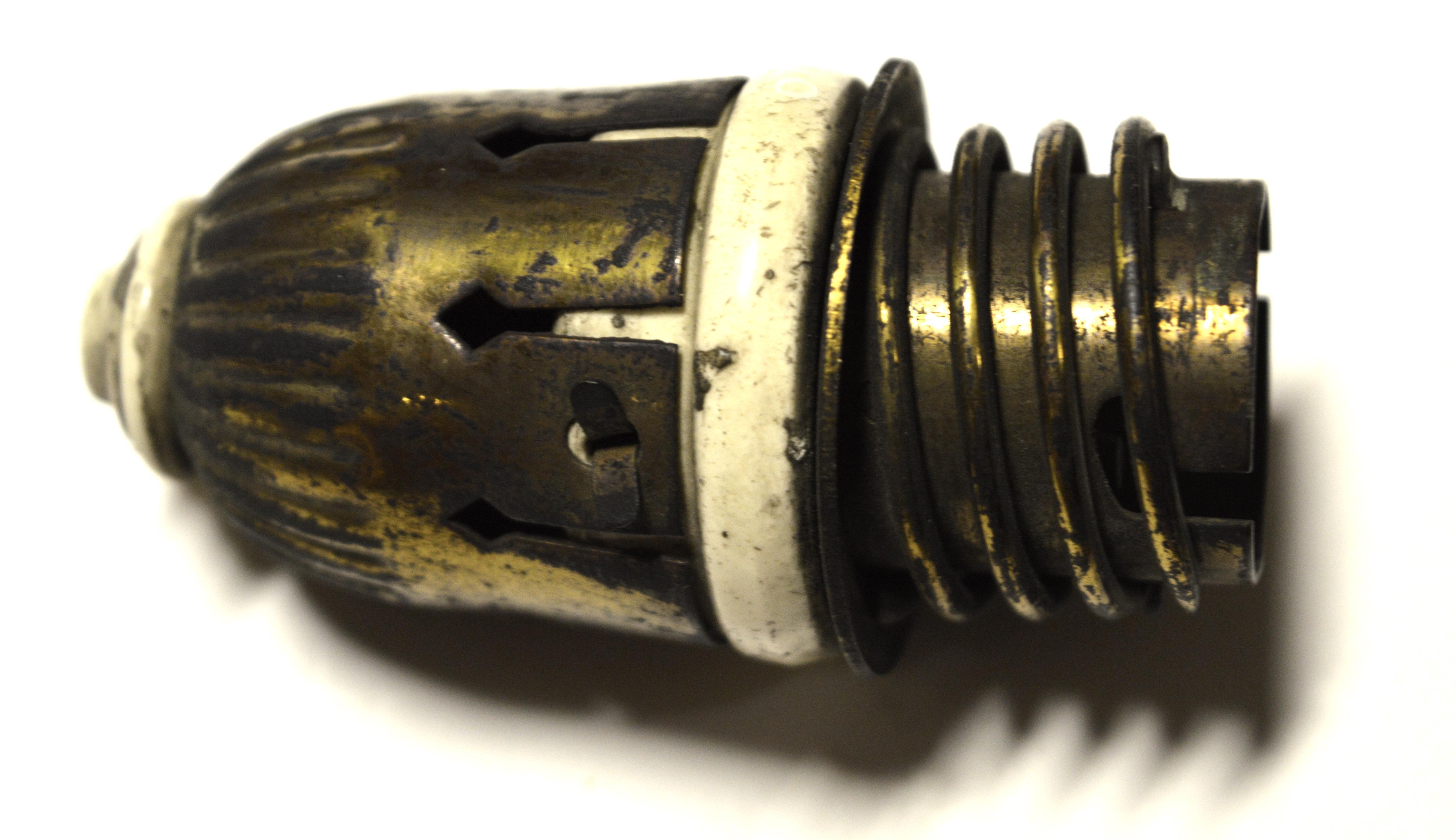File:Socket for Light Bulb jpg - Wikimedia Commons