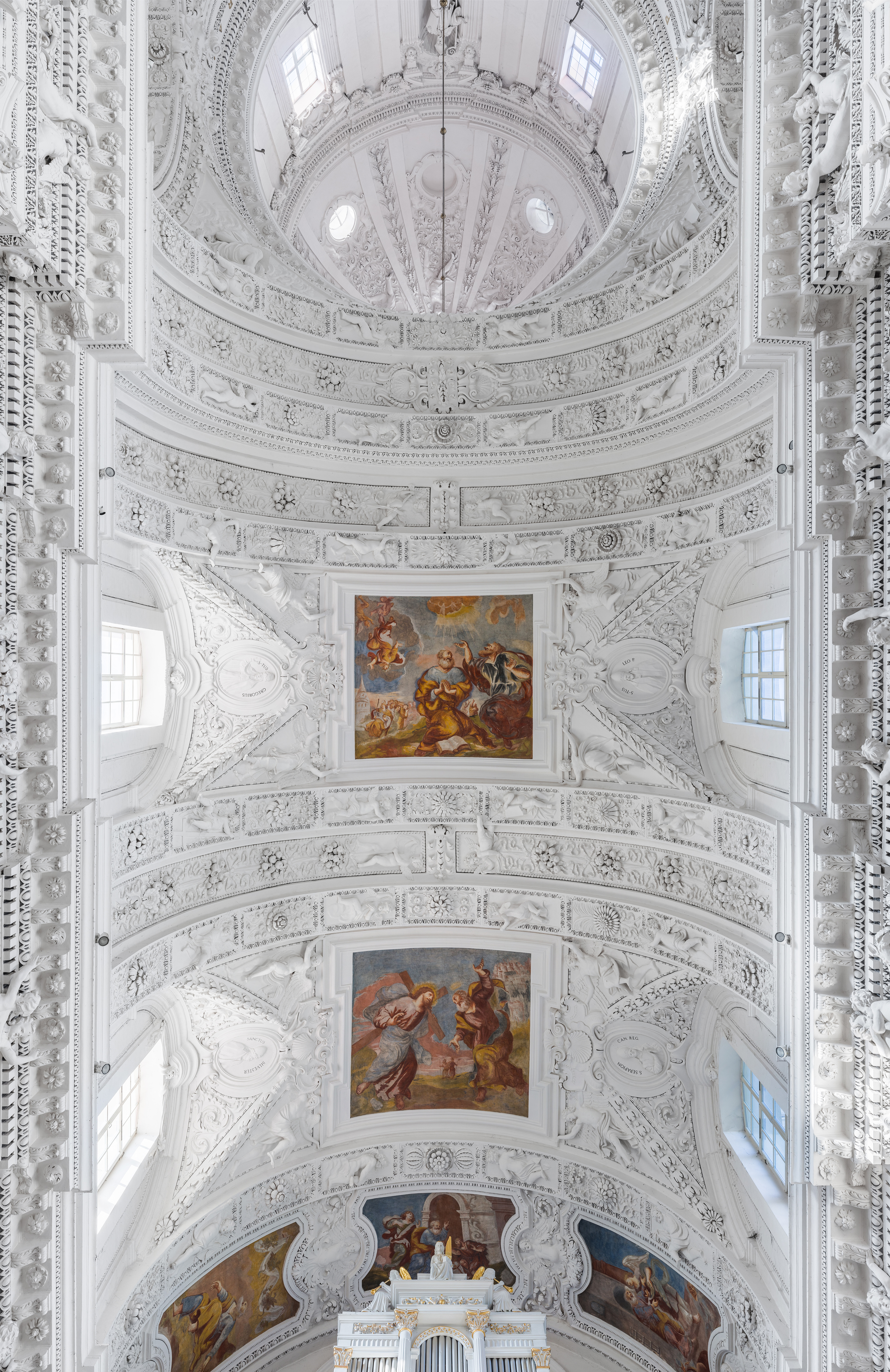 St._Peter_and_St._Paul%27s_Church_Ceiling%2C_Vilnius%2C_Lithuania_-_Diliff.jpg