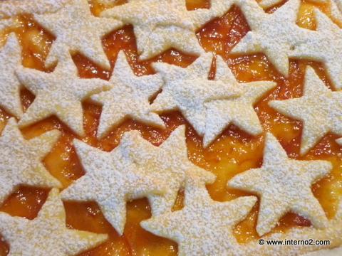 Star-shaped designs on crostata.jpg