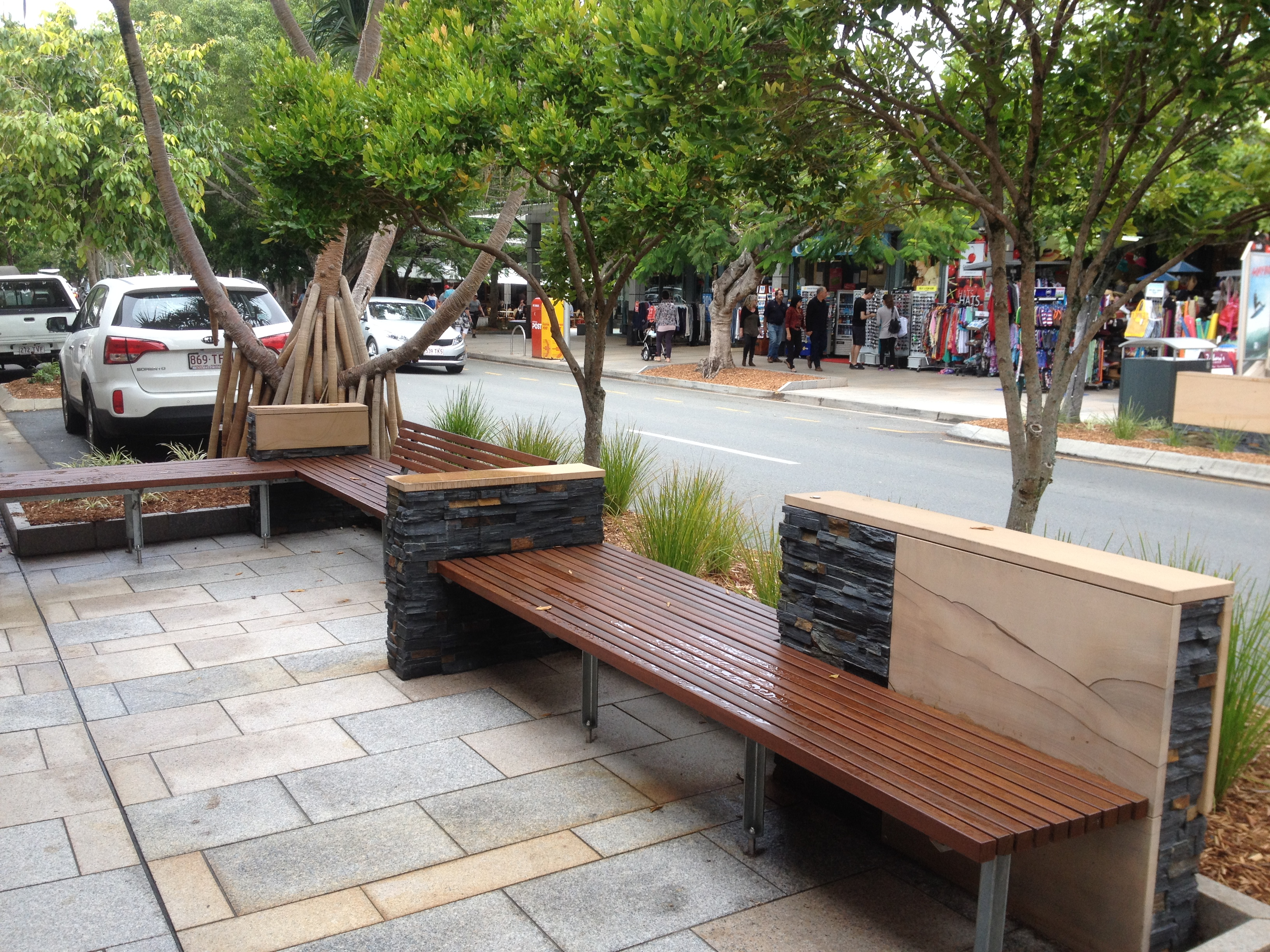 File:Street benches in Hastings Street, Noosa Heads.JPG ...