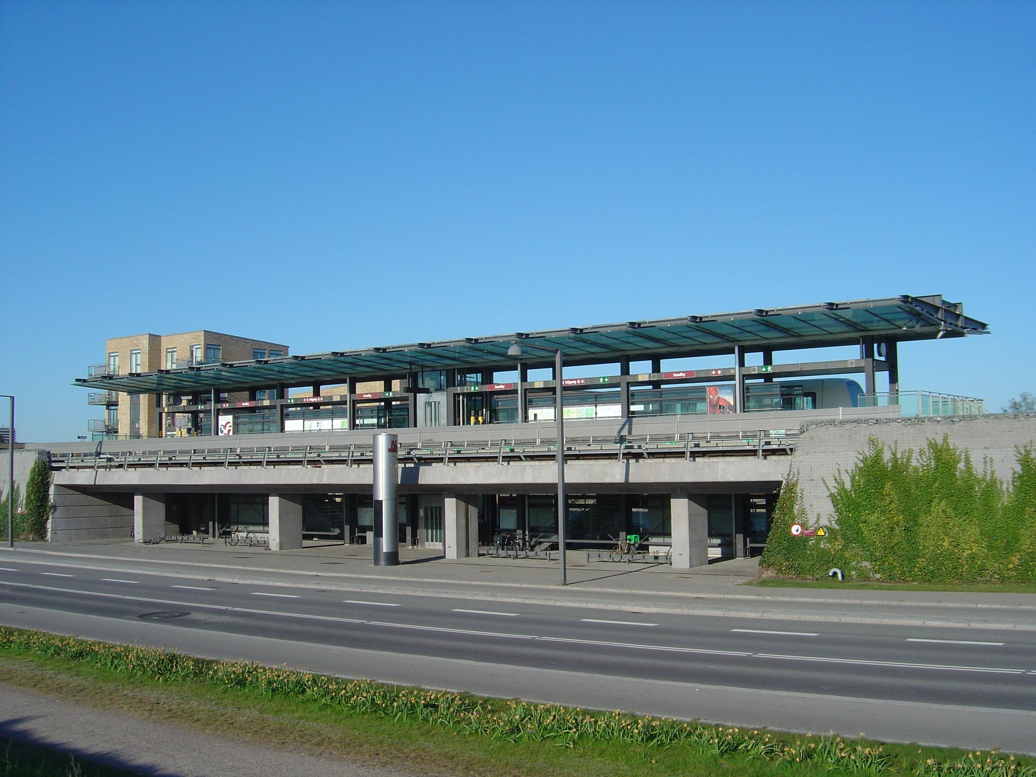 File Sundby Station Orestads Boulevard Jpg Wikimedia Commons