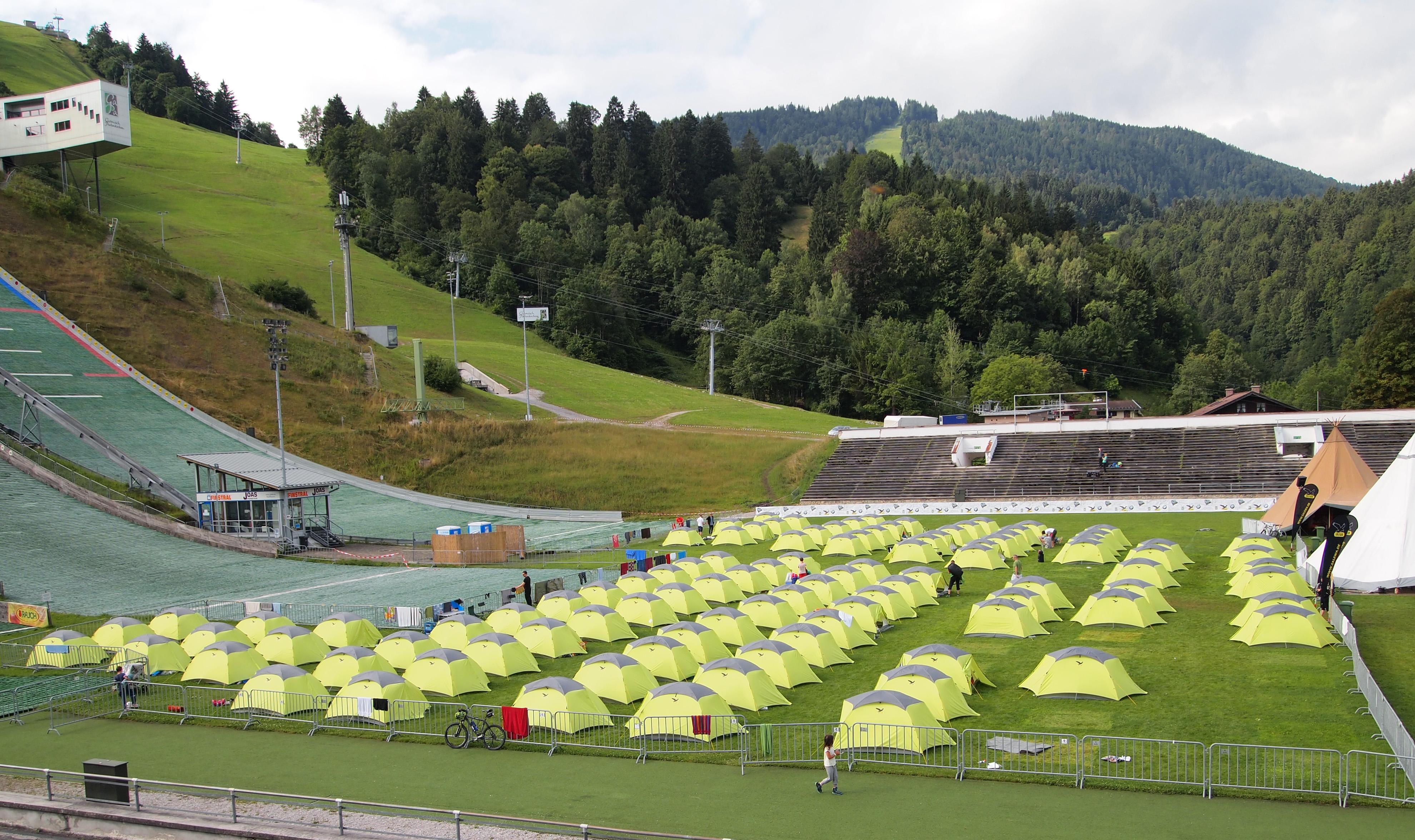 FileTents on Garmisch Olympia Stadium.jpg & File:Tents on Garmisch Olympia Stadium.jpg - Wikimedia Commons