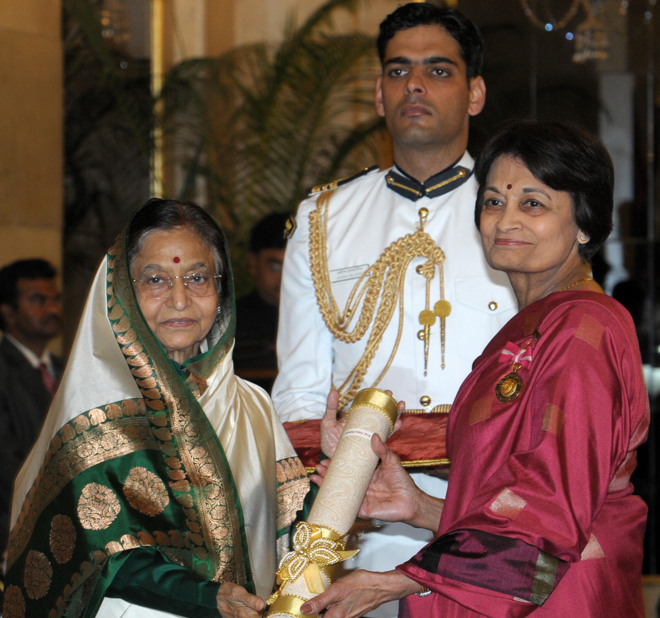 The President, Smt. [[Pratibha Devisingh Patil]] presenting the Padma Bhushan Award to Prof. Vidya Dehejia, 2012