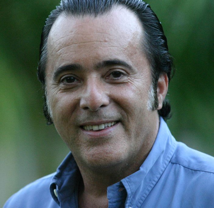 http://upload.wikimedia.org/wikipedia/commons/3/3d/TonyRamosPorAndreaFarias.jpg