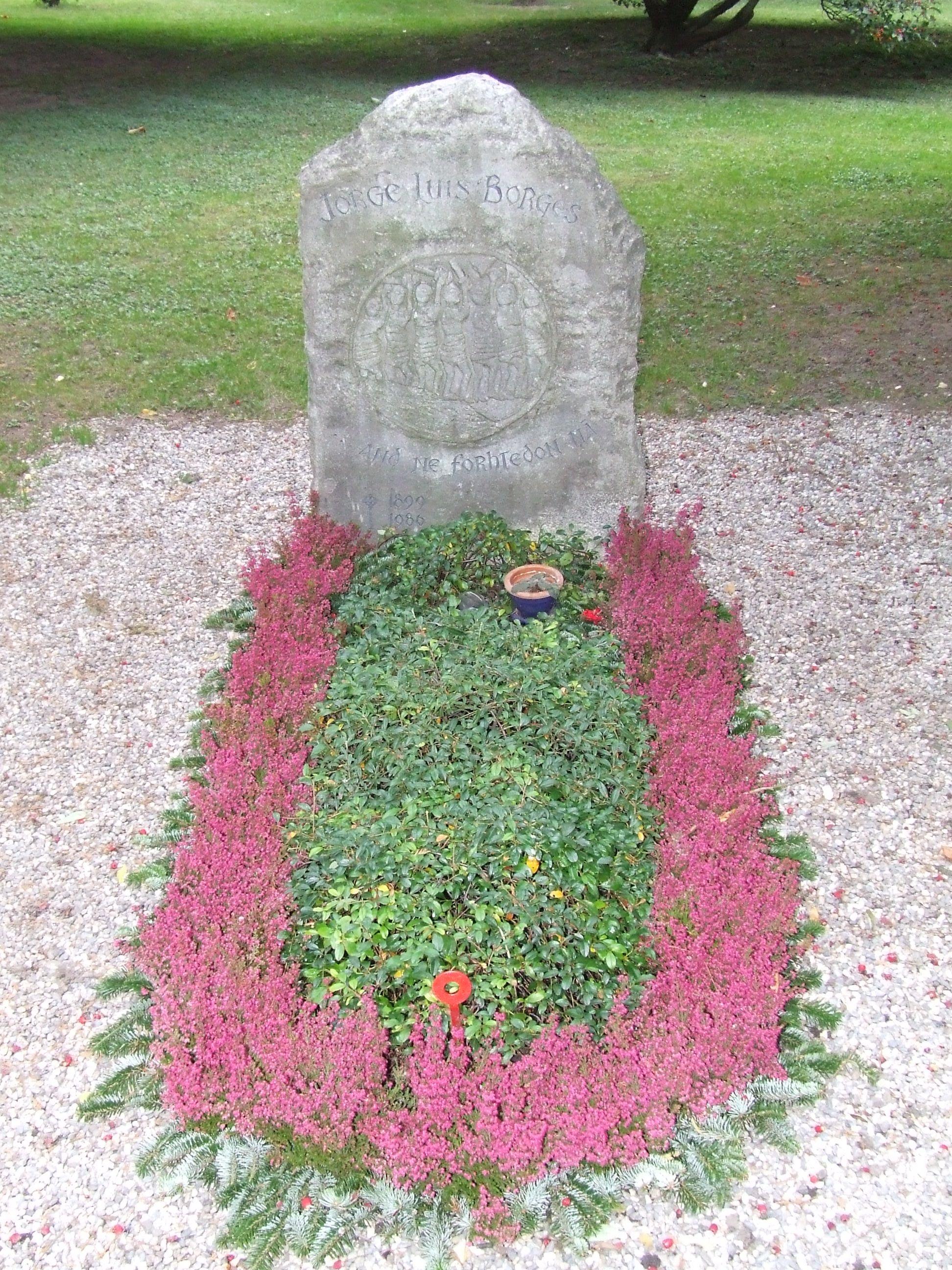Tumba de Jorge Luis Borges en el cementerio de Plainpalais, en Ginebra.