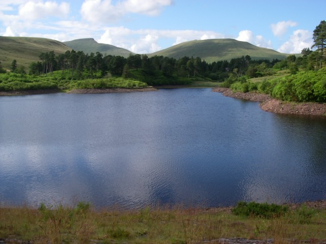 View over Lower Neuadd Reservoir to Cribyn and Pen y Fan - geograph.org.uk - 1399057