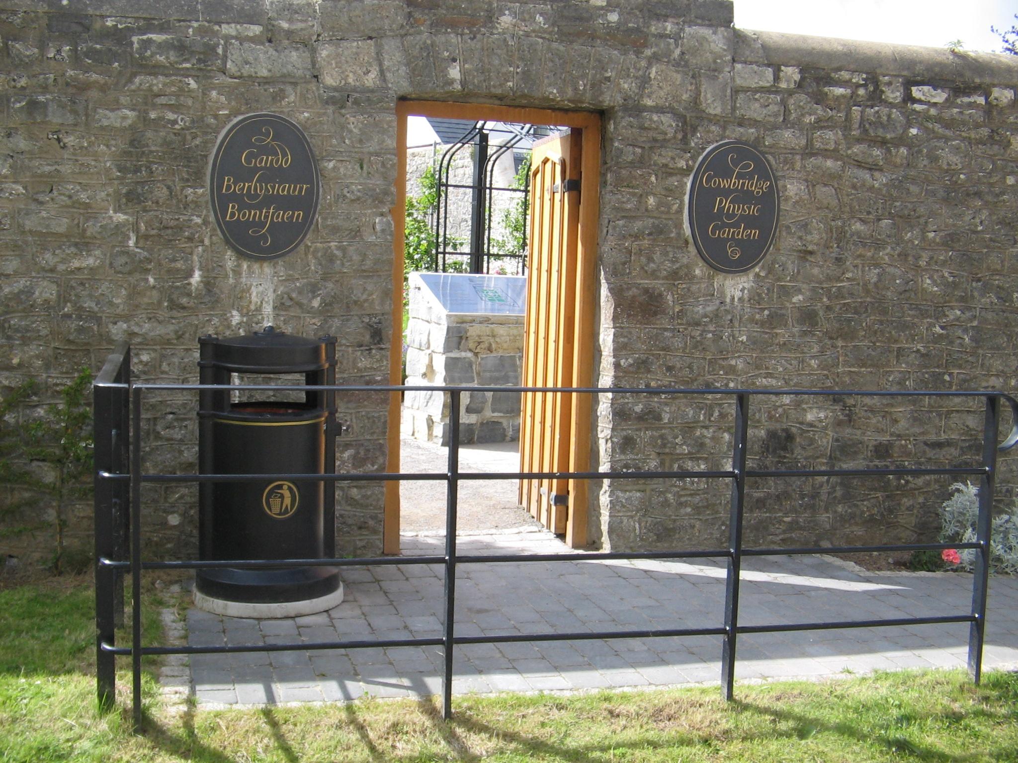 Physic garden wikipedia - File Walled Physic Garden Cowbridge Wales Panoramio Jpg