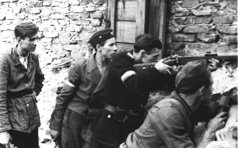 Warsaw Uprising - Four on a barricade.jpg