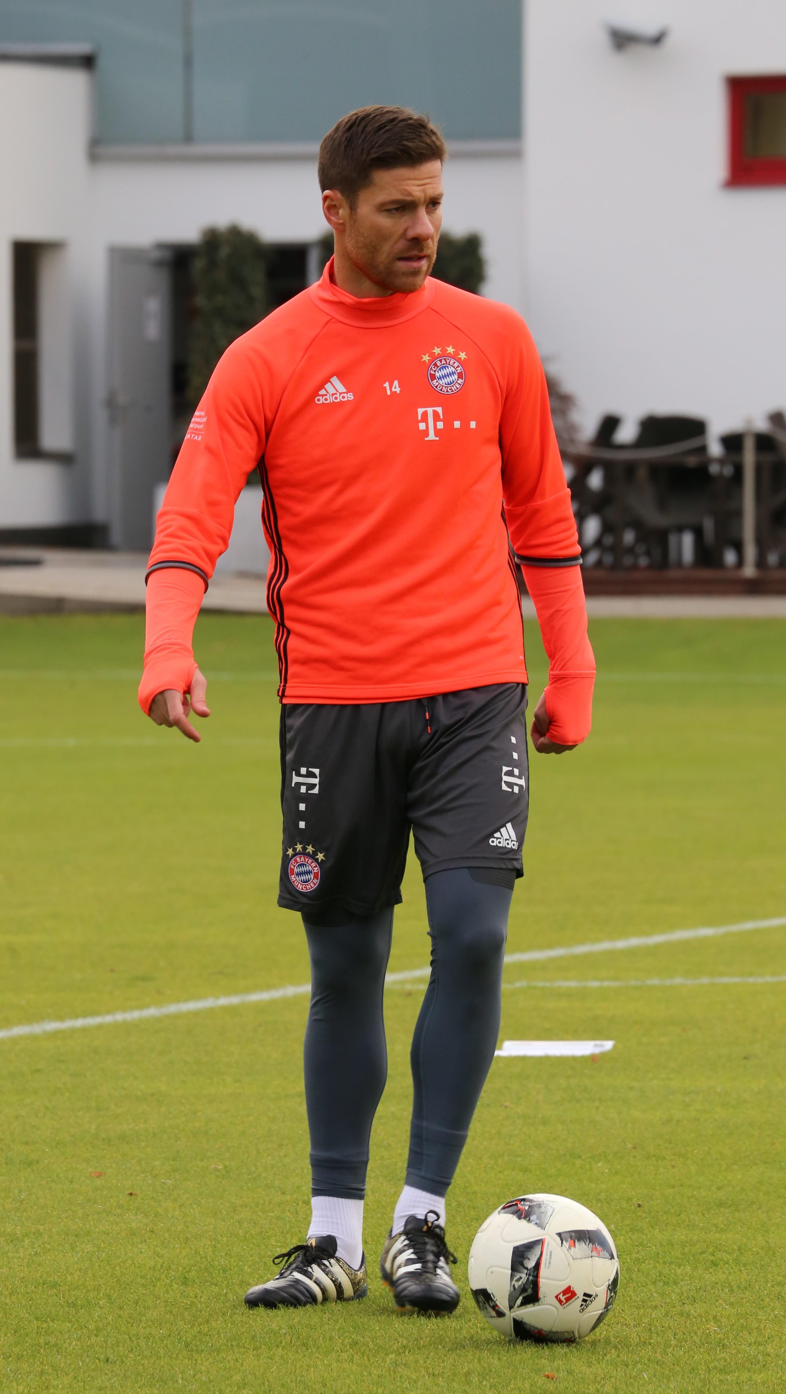 File Xabi Alonso Training 2016 11 FC Bayern Muenchen 5