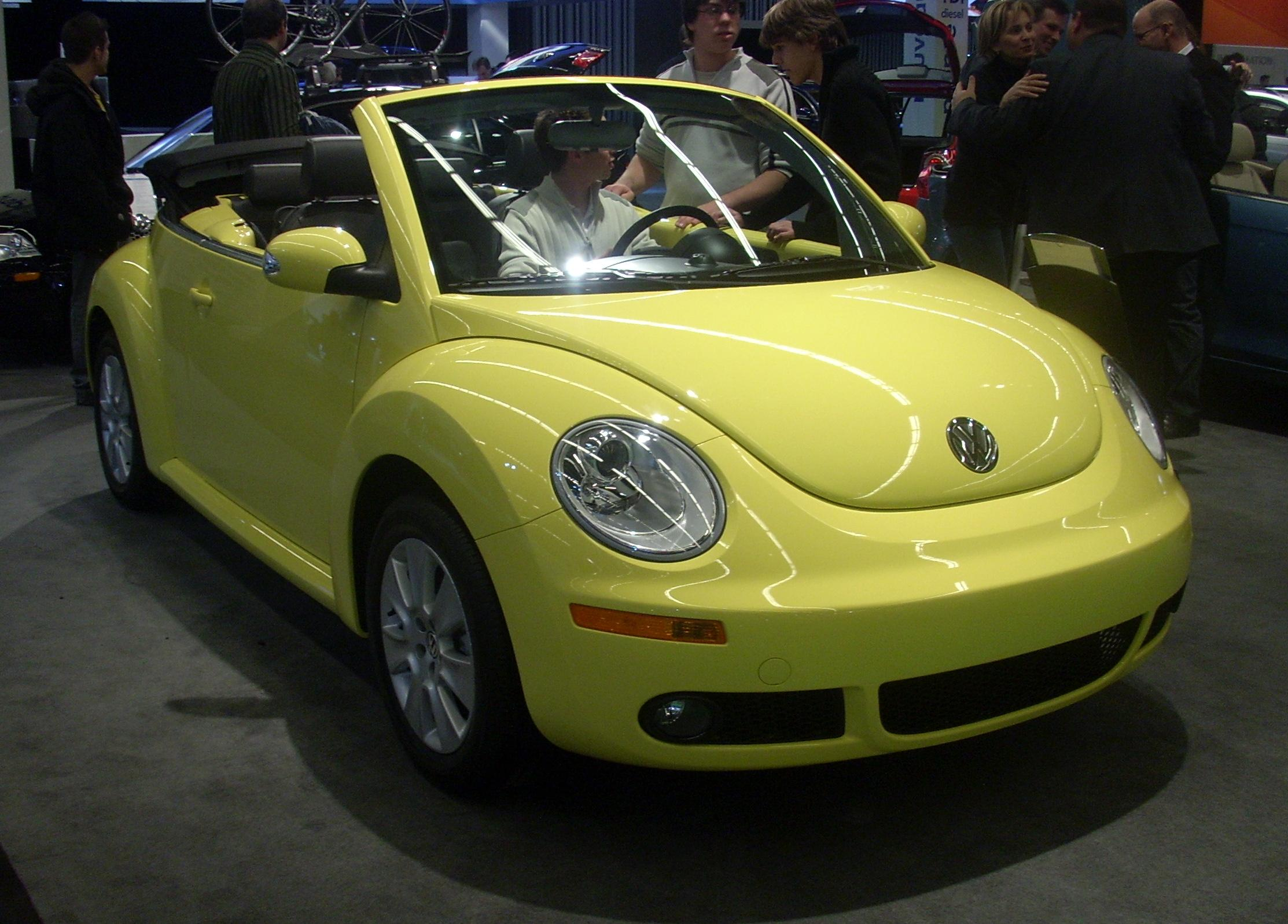 file 39 08 volkswagen new beetle convertible montreal jpg wikimedia commons. Black Bedroom Furniture Sets. Home Design Ideas