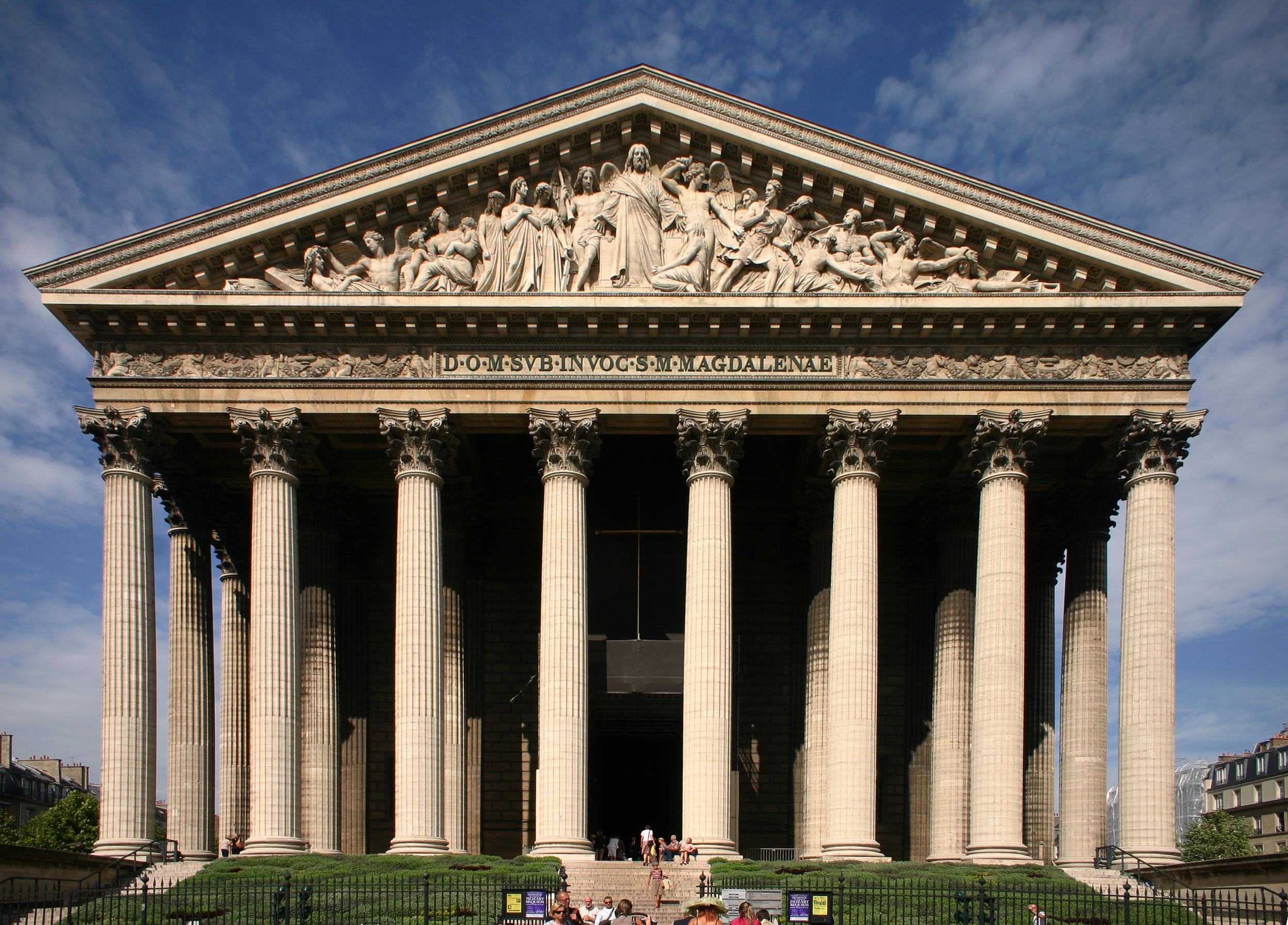 Fachada sul da igreja La Madeleine, Paris.