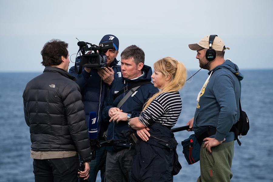 Работа иностранных журналистов на кораблях постоянной группировки ВМФ России в Средиземном море (2016-01) (3).jpg