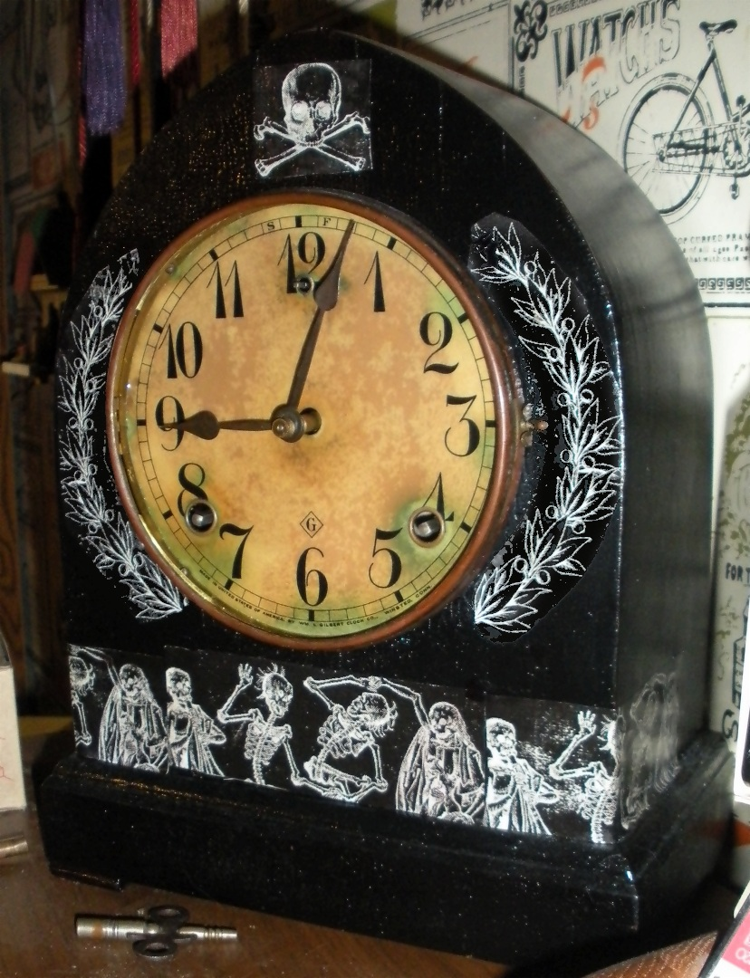 File:1908 Gilbert mantel clock decorated with Memento Mori ...