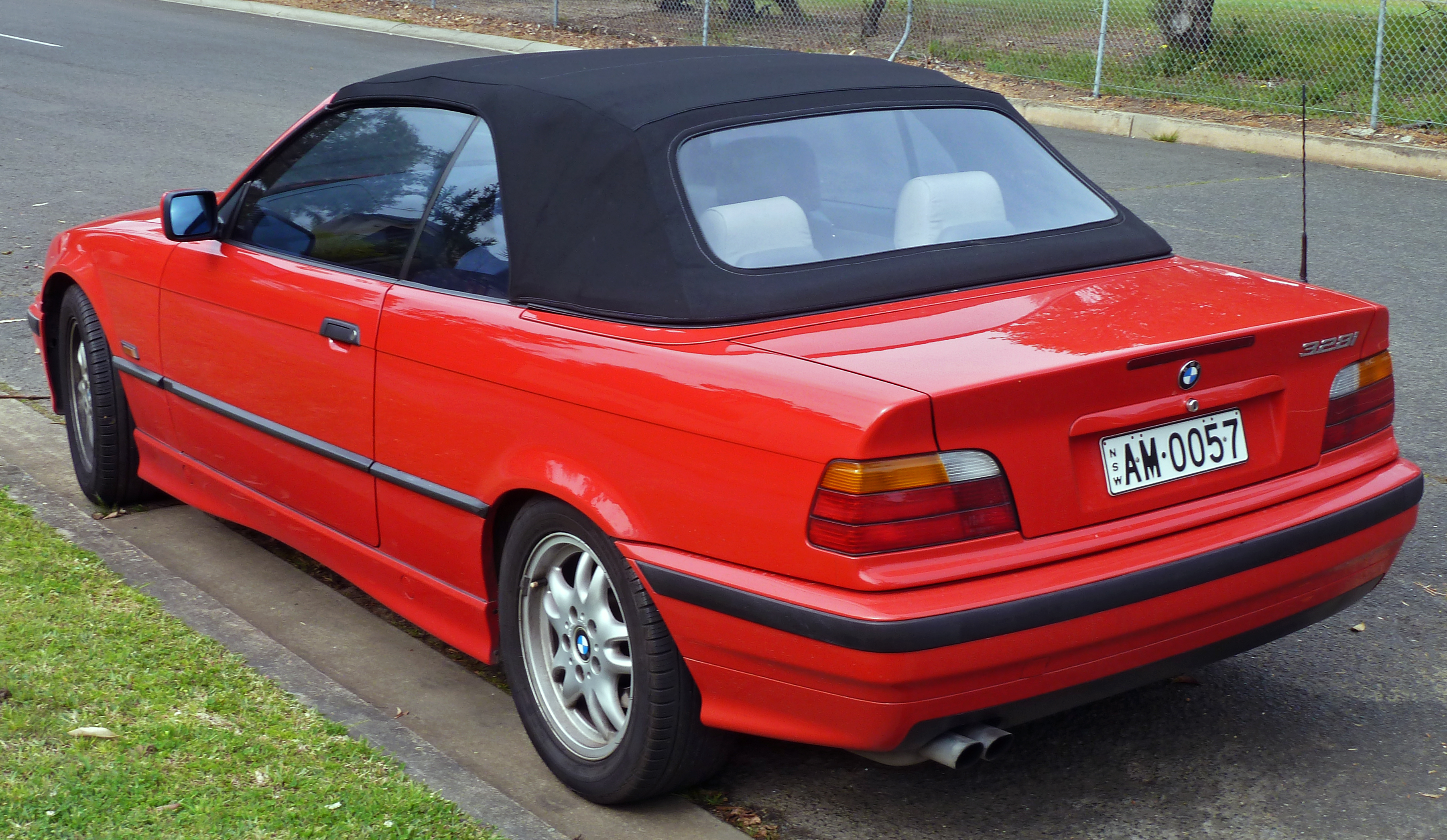 Description 1995 1996 BMW 328i (E36) convertible 02