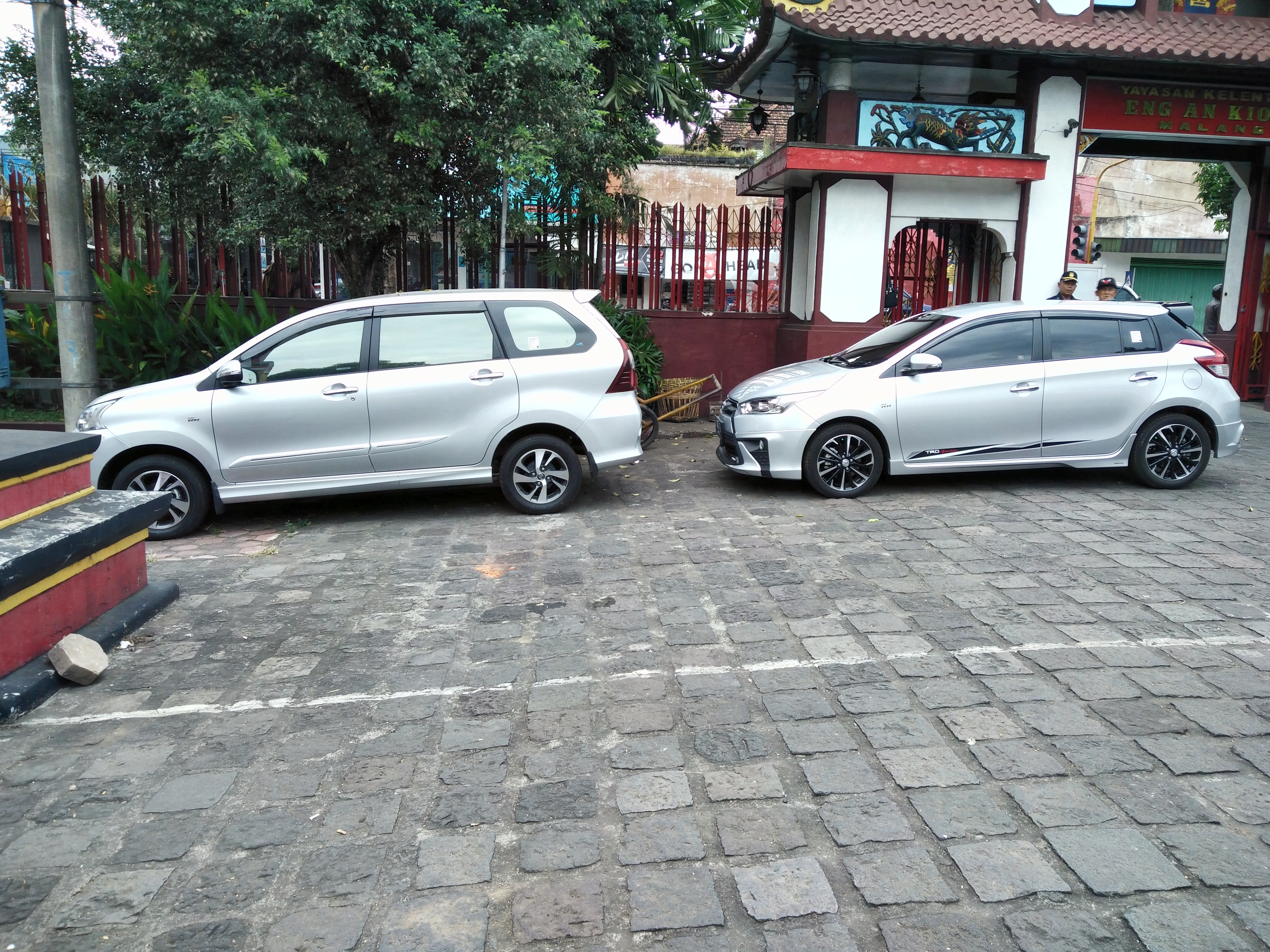 File:2017 Toyota Avanza 1.5 Veloz \u0026 Yaris TRD Sportivo (side), Malang
