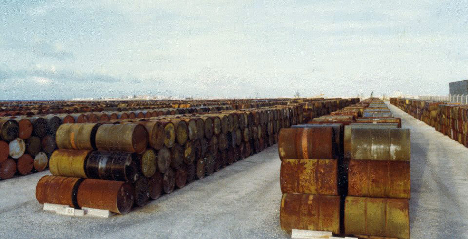 File:Agent Orange at Johnston Atoll 1976.jpg - Wikimedia Commons