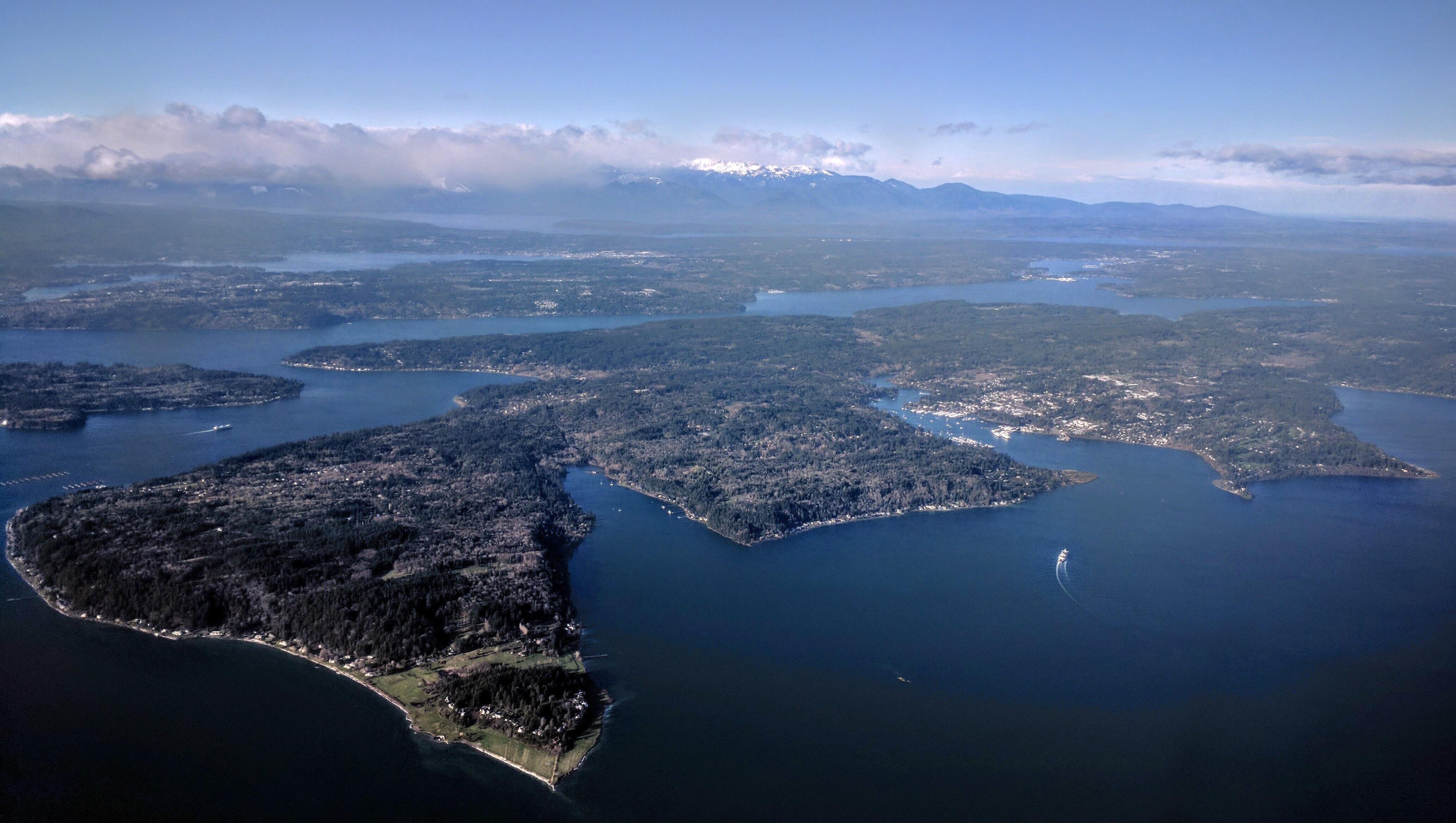 Bainbridge Island aerial from southeast.jpg