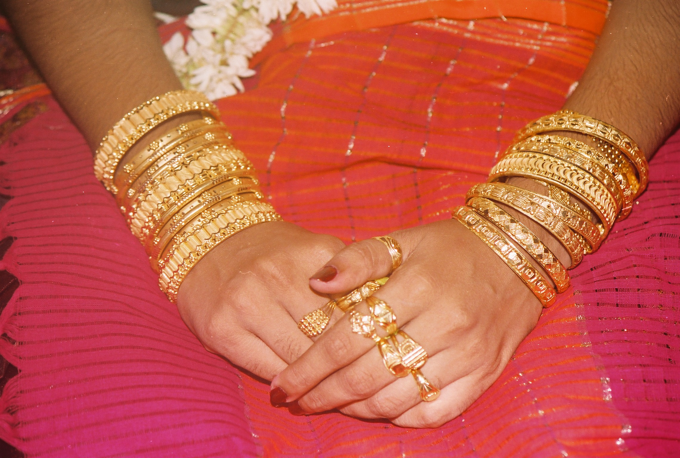 File:Bangles on hands.JPG - Wikimedia Commons