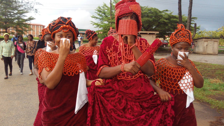 File:Benin royal costume parade2 jpg - Wikimedia Commons