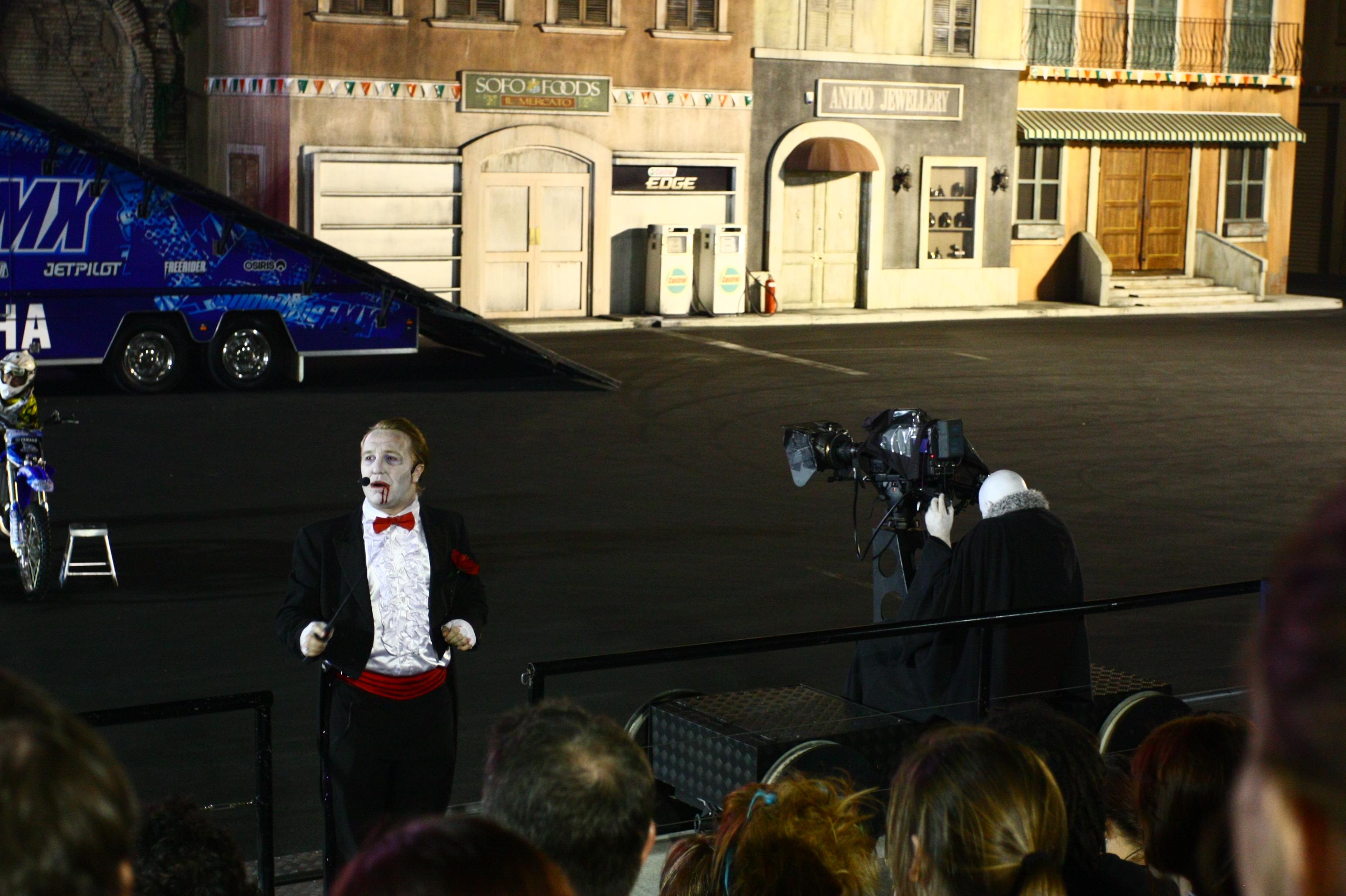 filebloody freestyle motox halloween fright nights movie worldjpg - Halloween Movie History