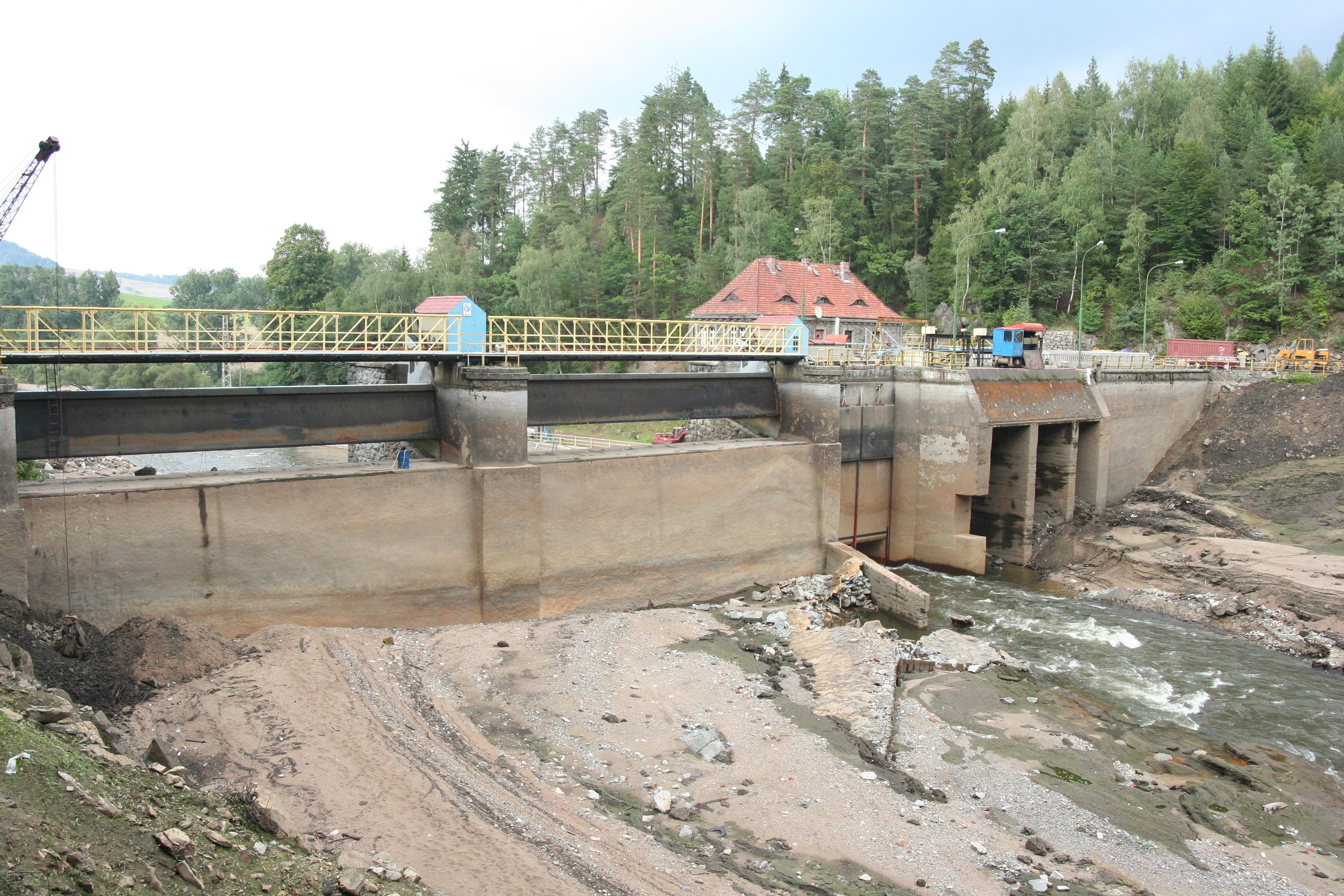 Bobr_river_emptied_Modre_Lake_04.jpg